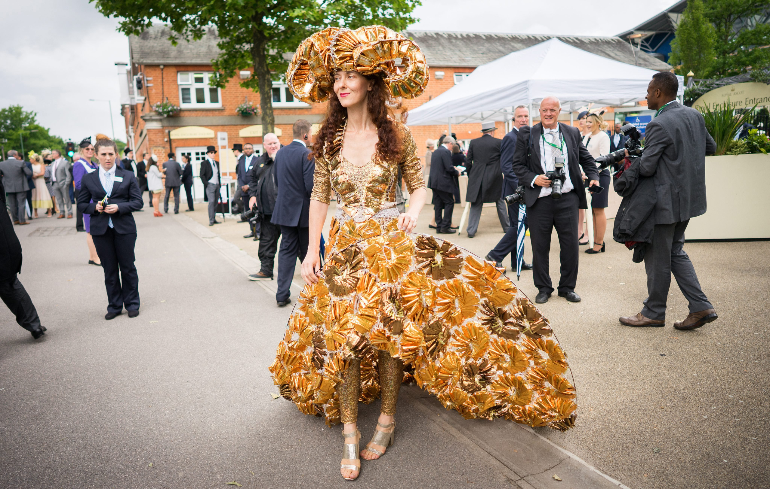 Race-goers arrive on Ladies Day at the Royal Ascot horse race meeting in Ascot, U.K., on June 16, 2016.