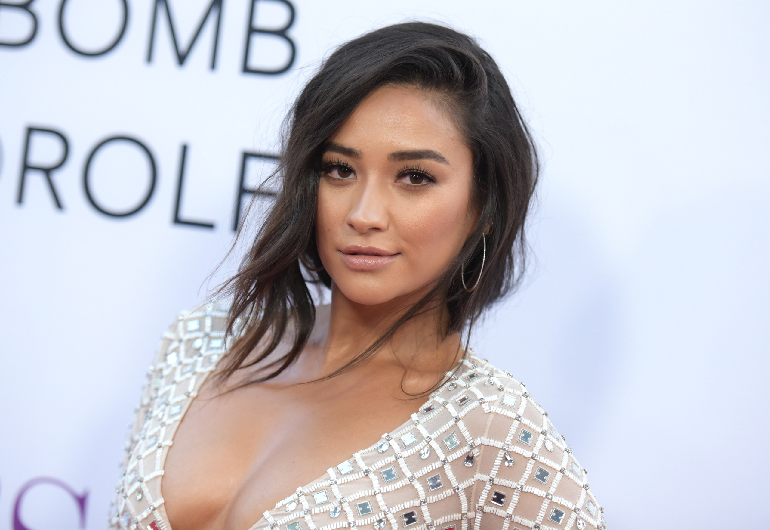 Shay Mitchell arrives at the premiere of  Mother's Day  at the TCL Chinese Theatre in Los Angeles on Apr. 13, 2016.