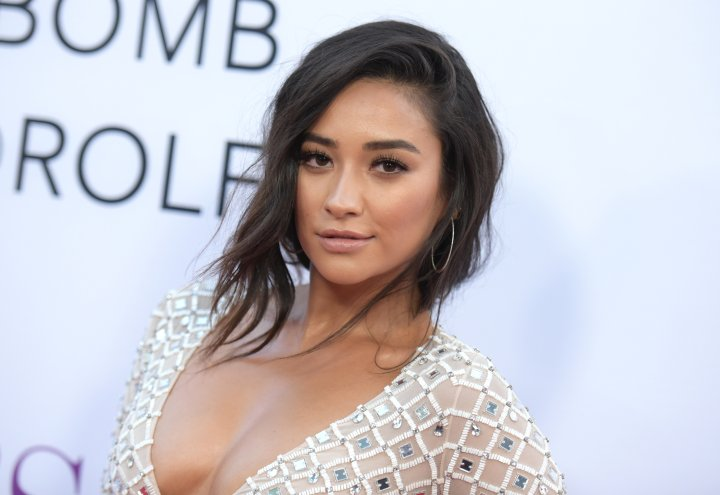 """Shay Mitchell arrives at the Los Angeles premiere of """"Mother's Day"""" at the TCL Chinese Theatre on Wednesday, April 13, 2016. (Photo by Richard Shotwell/Invision/AP)"""