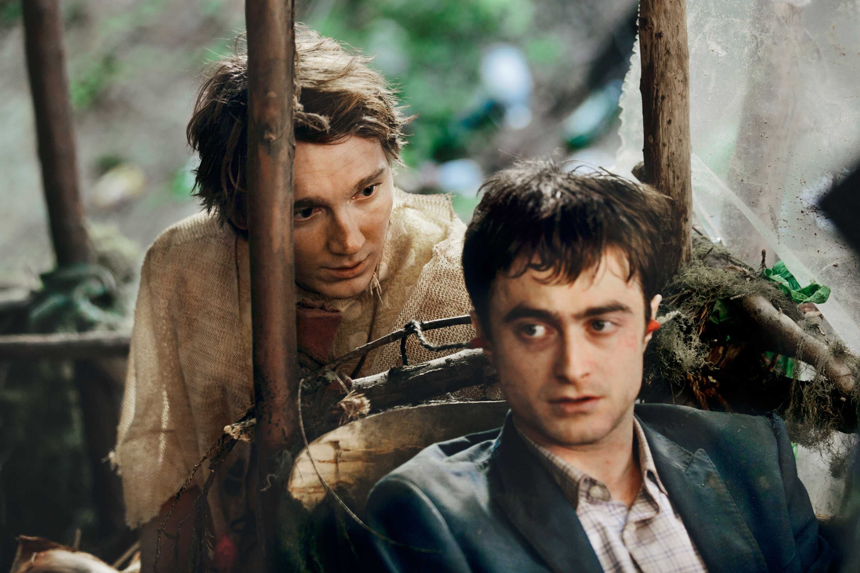 A bizarre, bro-dacious bond can't keep Swiss Army Man from stranding itself