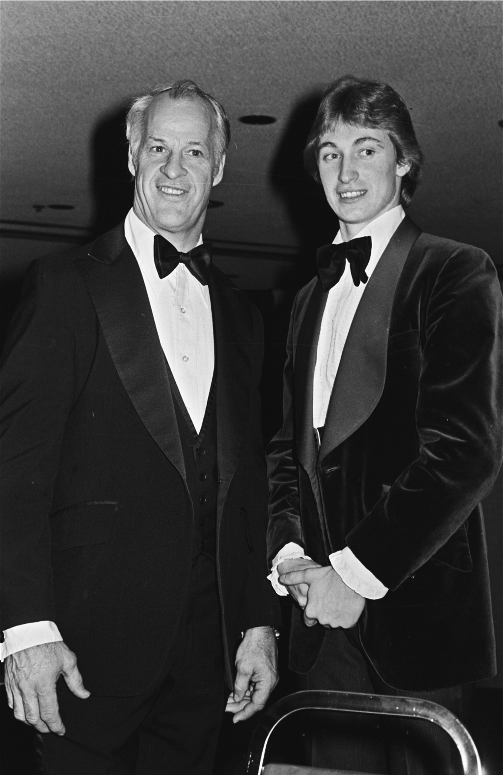 Gordie Howe, left, of the Hartford Whalers, and Wayne Gretzky of the Edmonton Oilers, pose for photographers at the NHL All-Star benefit dinner in Detroit on Feb. 5, 1980.