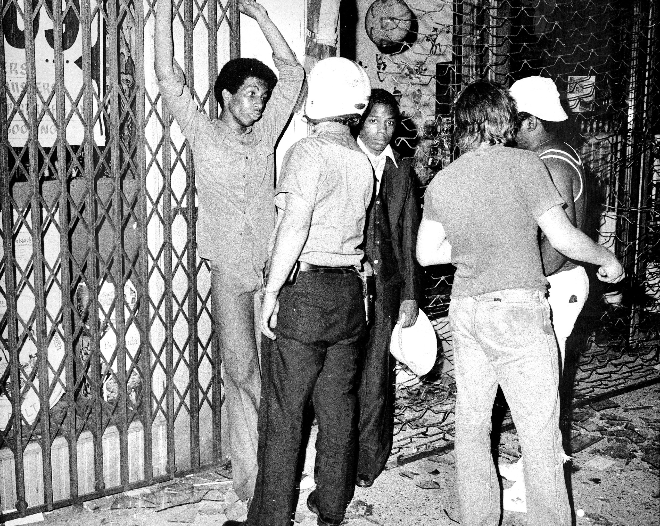 Cops contain suspected looters at Grand Concourse and Fordham Road in the Bronx during the blackout of July 1977.