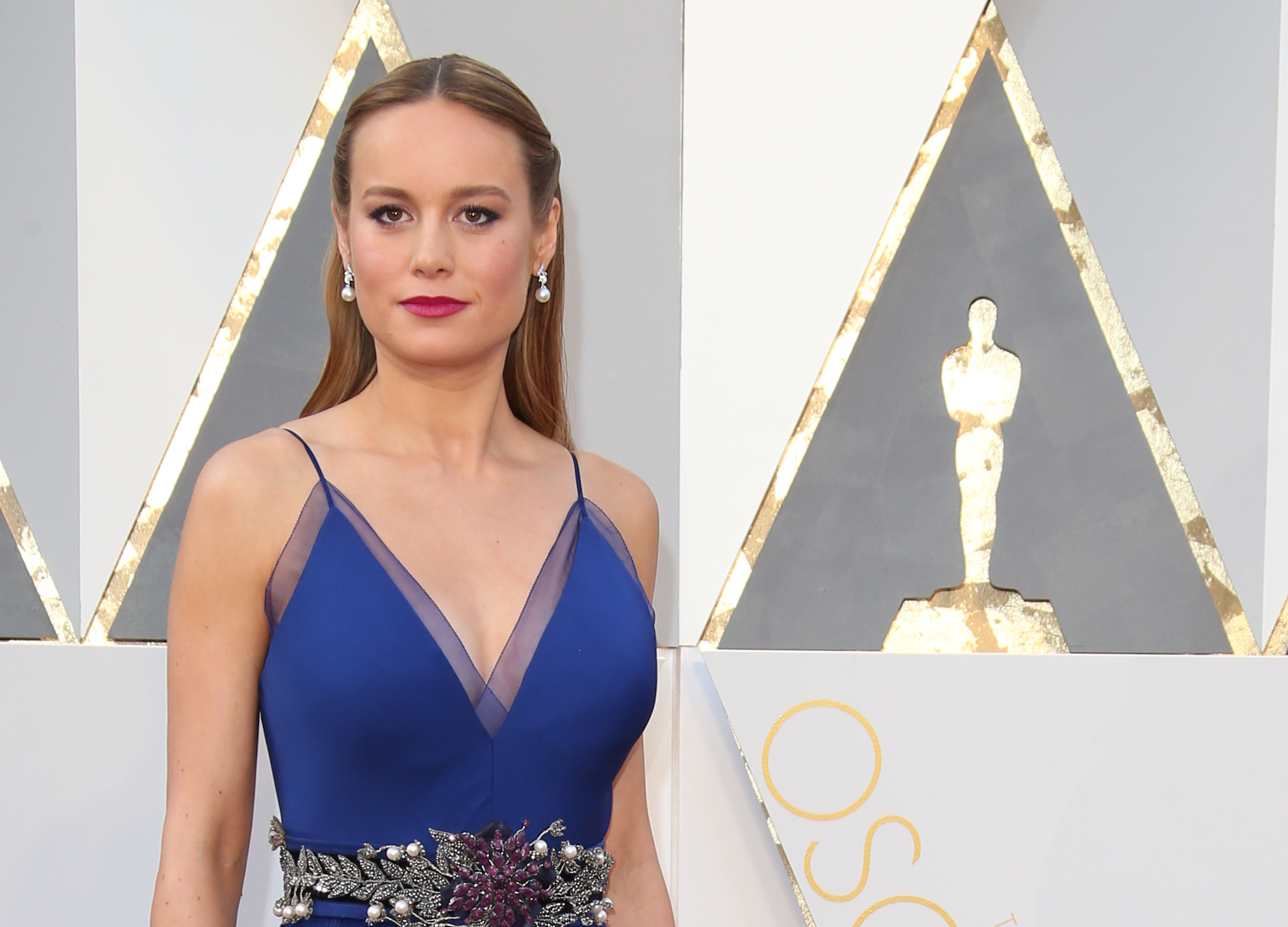 HOLLYWOOD, CA - FEBRUARY 28: Actress Brie Larson attends the 88th Annual Academy Awards at Hollywood & Highland Center on February 28, 2016 in Hollywood, California. (Photo by Dan MacMedan/WireImage)