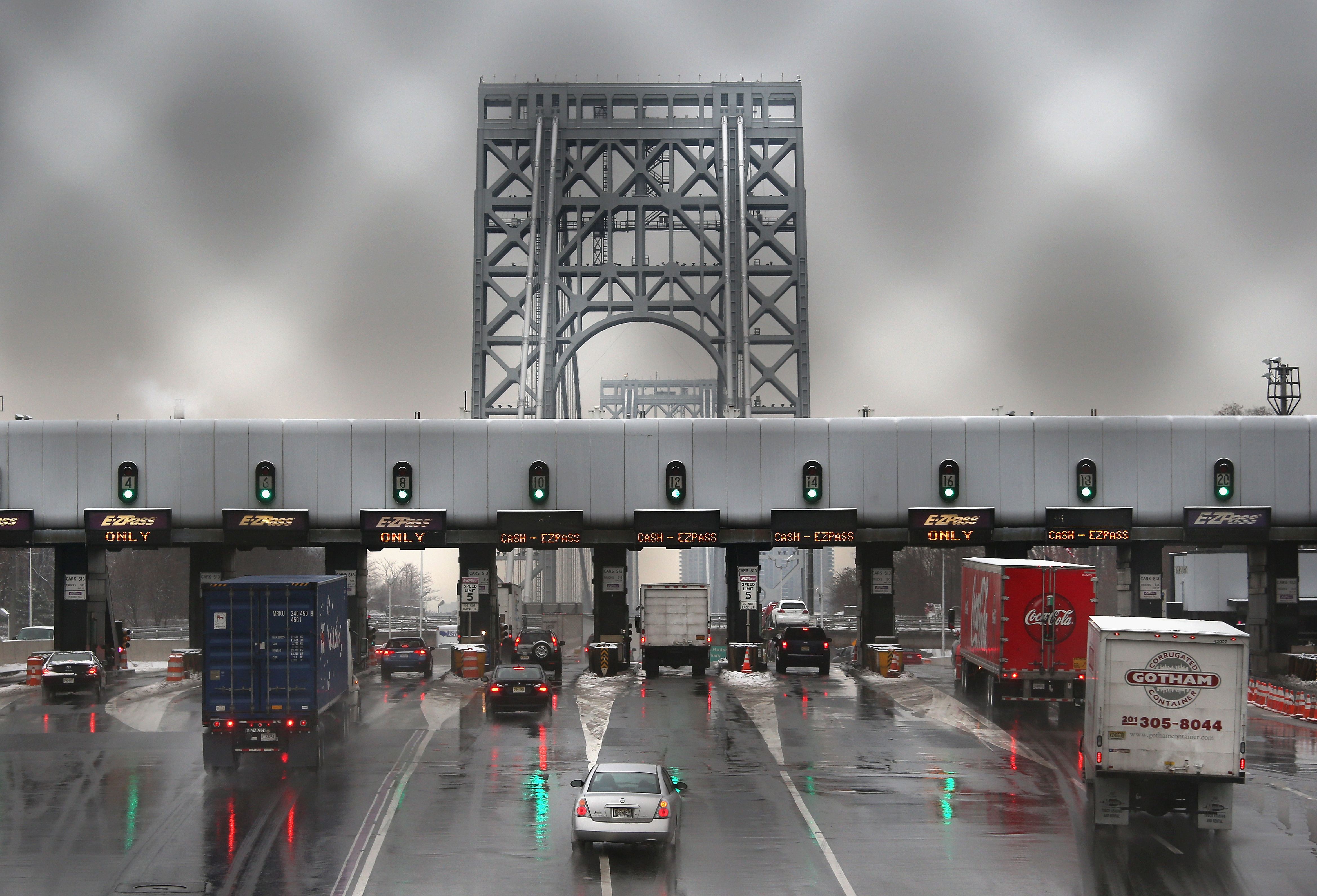 Vehicles slow for tolls before crossing the George Washington Bridge on Dec. 17, 2013 in Ft. Lee, New Jersey.