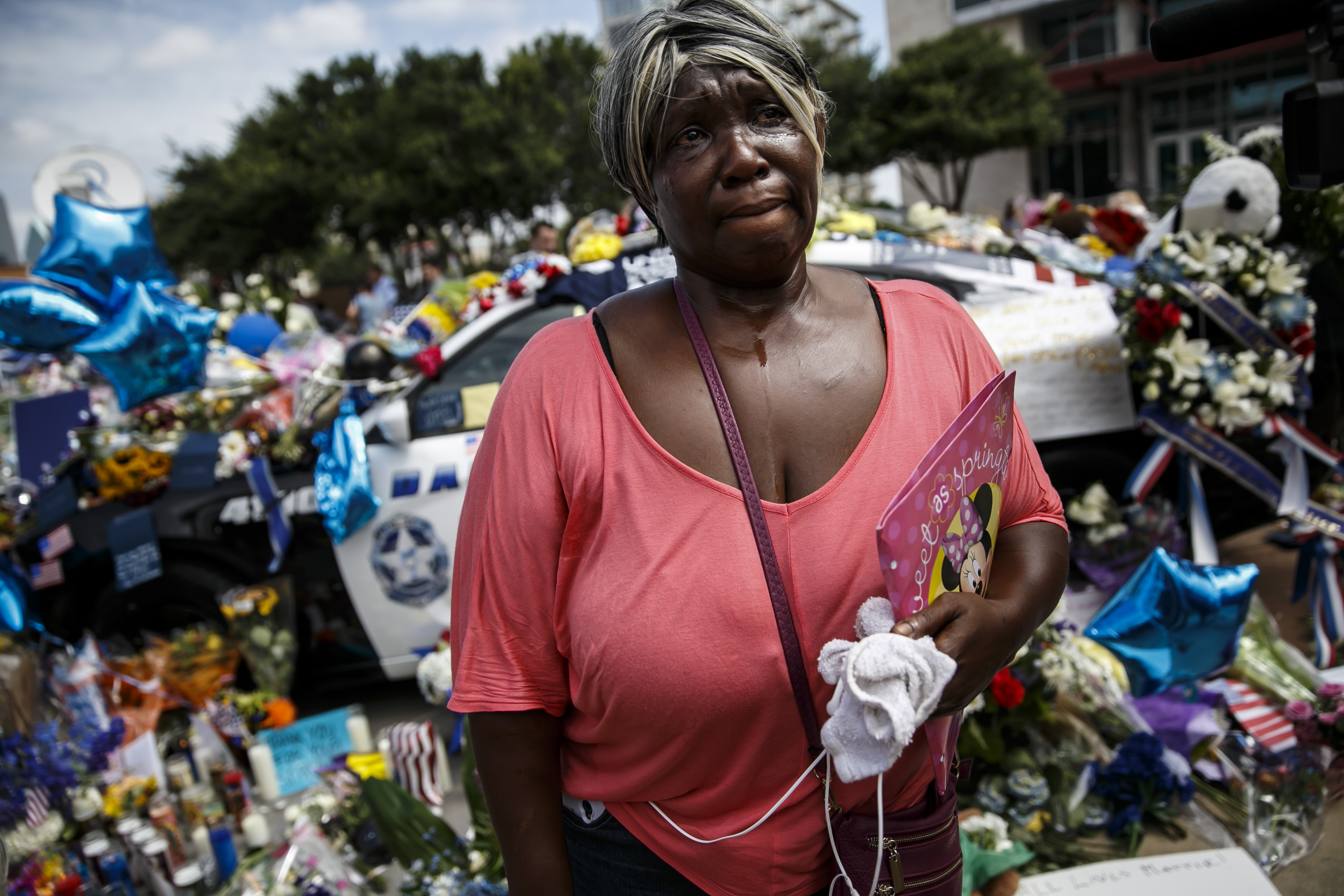 Djuana Franklin weeps at the memorial for the slain police officers killed in an attack in Dallas, Texas, on July 9, 2016.