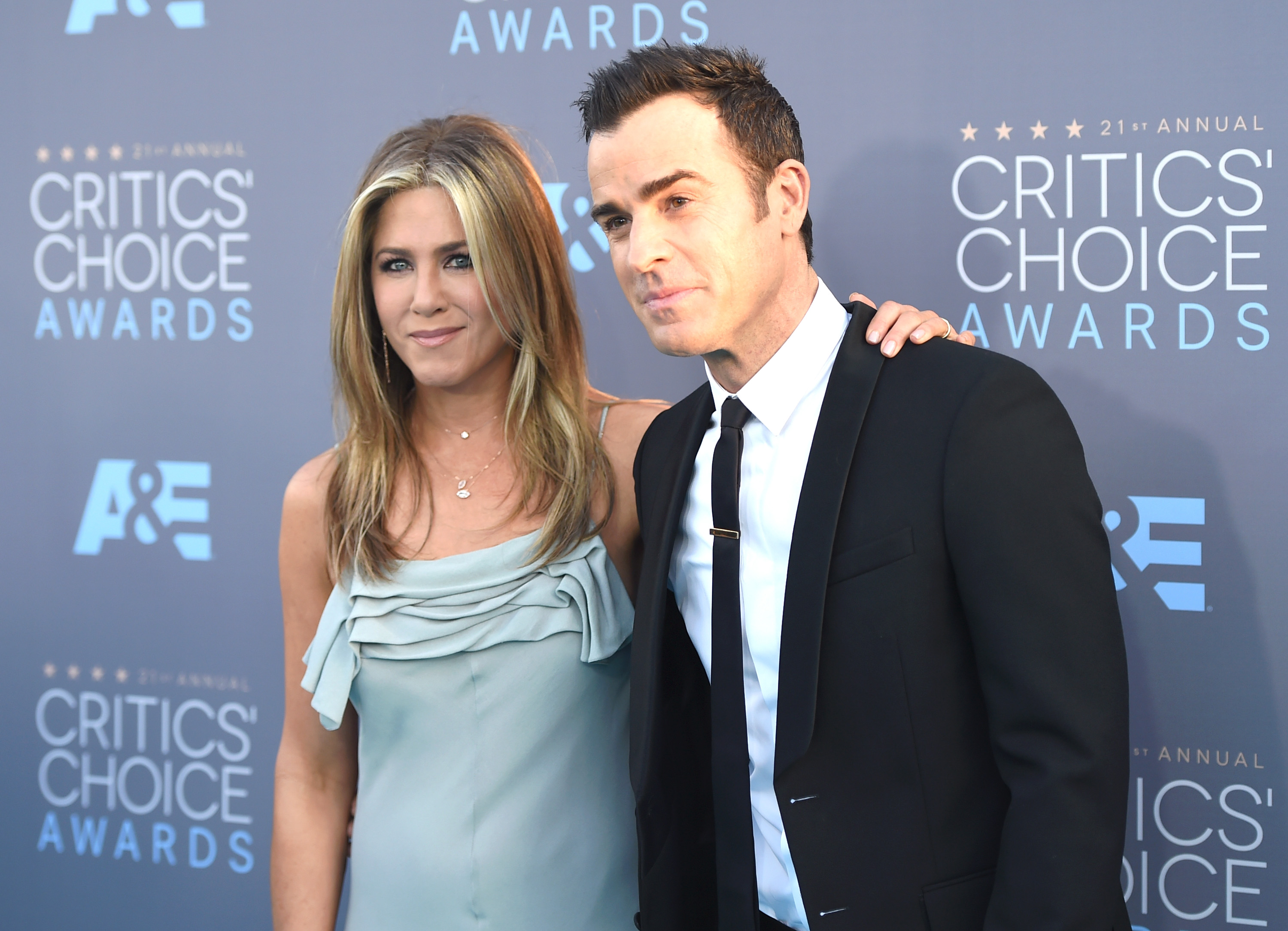 Actors Jennifer Aniston (L) and Justin Theroux attend the 21st Annual Critics' Choice Awards at Barker Hangar on January 17, 2016 in Santa Monica.