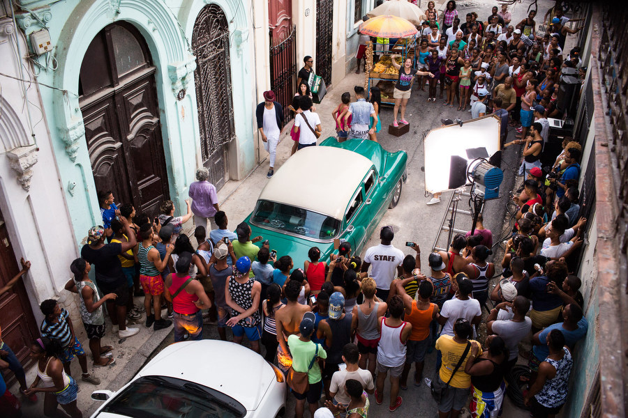 A crowd gathers in Old Havana on set for a music video,  Por Tu Amor  with Reggaeton musicians Divan and El Principe on Sept. 23, 2015.
