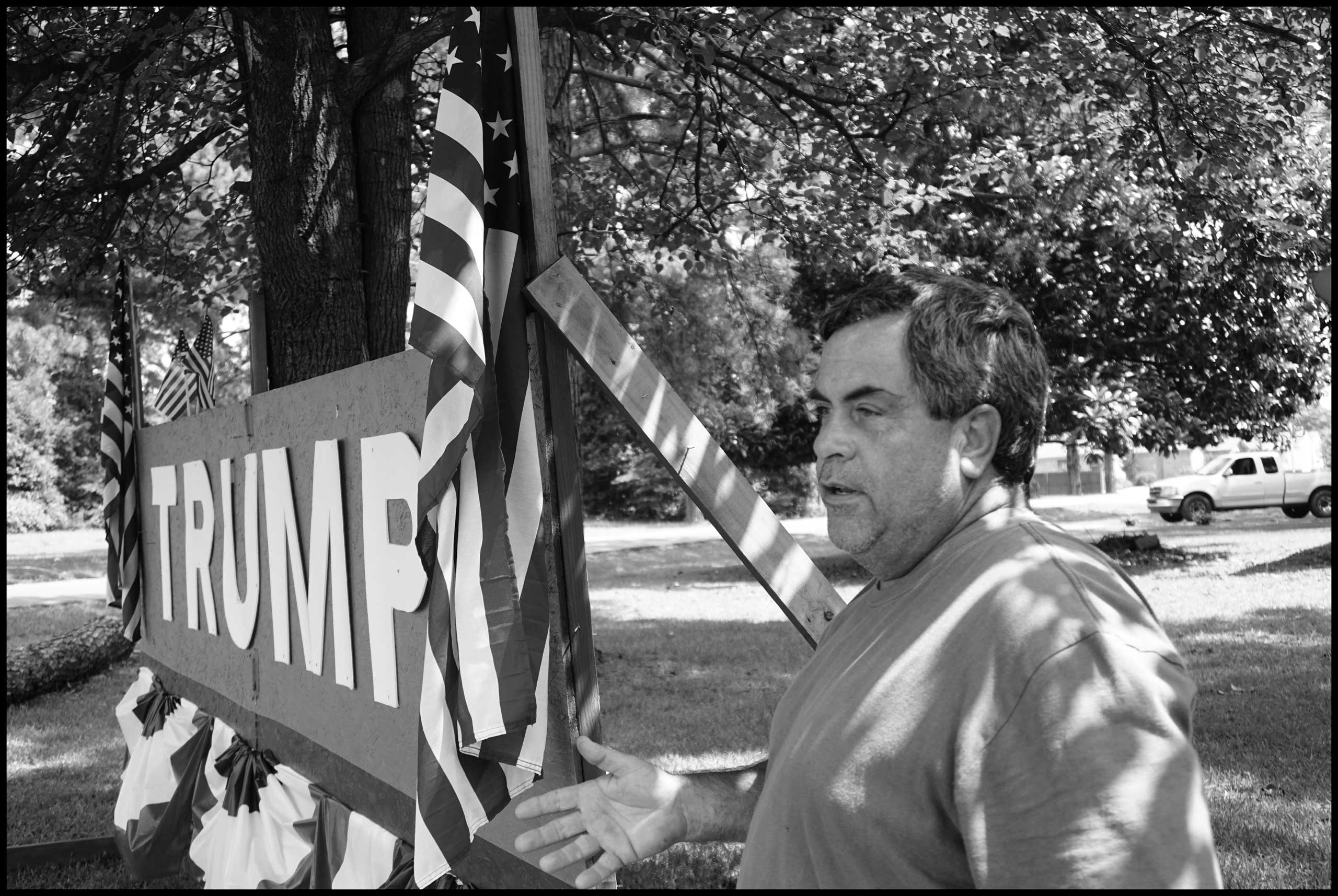 Mark Smith standing in front of his Trump sign. Hope, Ark. 2016.
