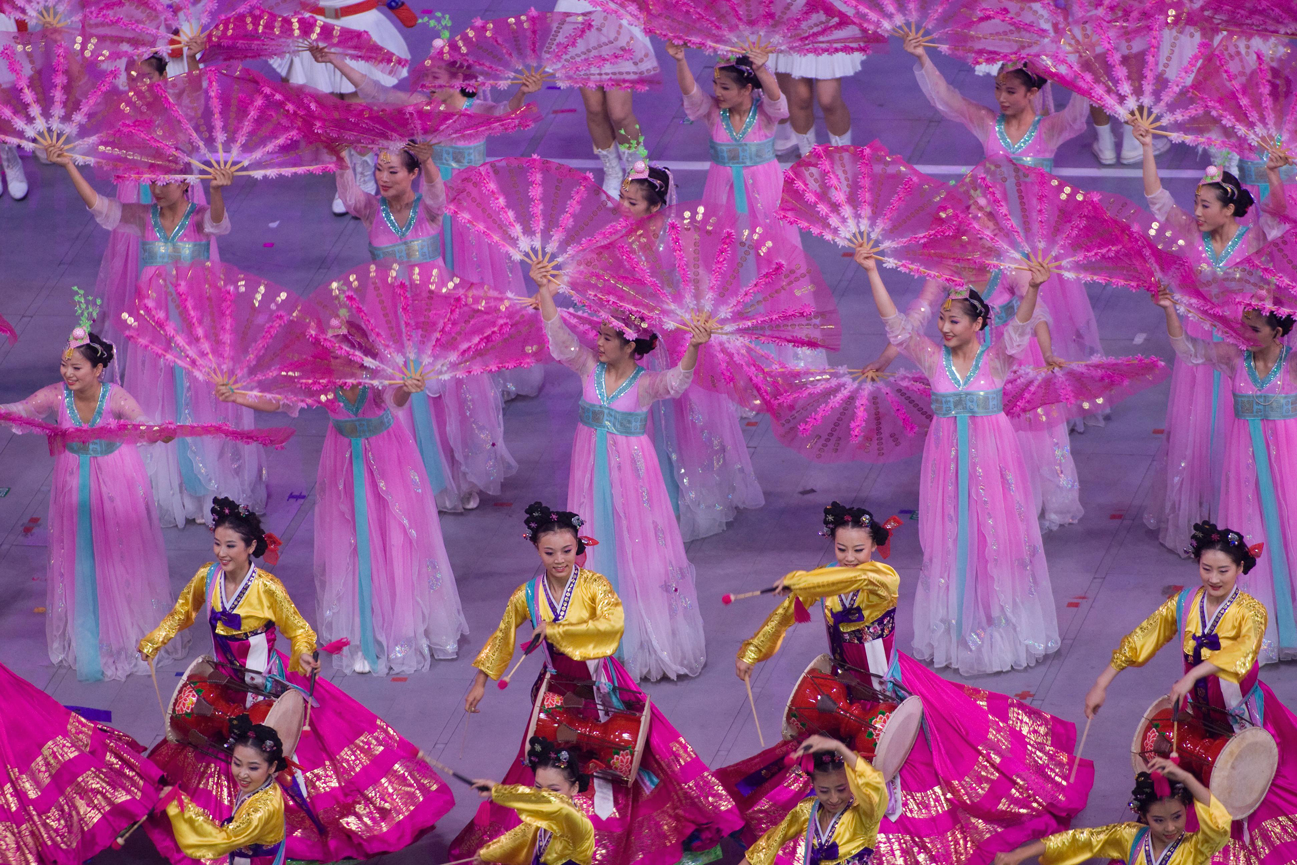 Beijing, 2008Dancers perform during a segment entitled  Glorious Era  that highlighted modern China.