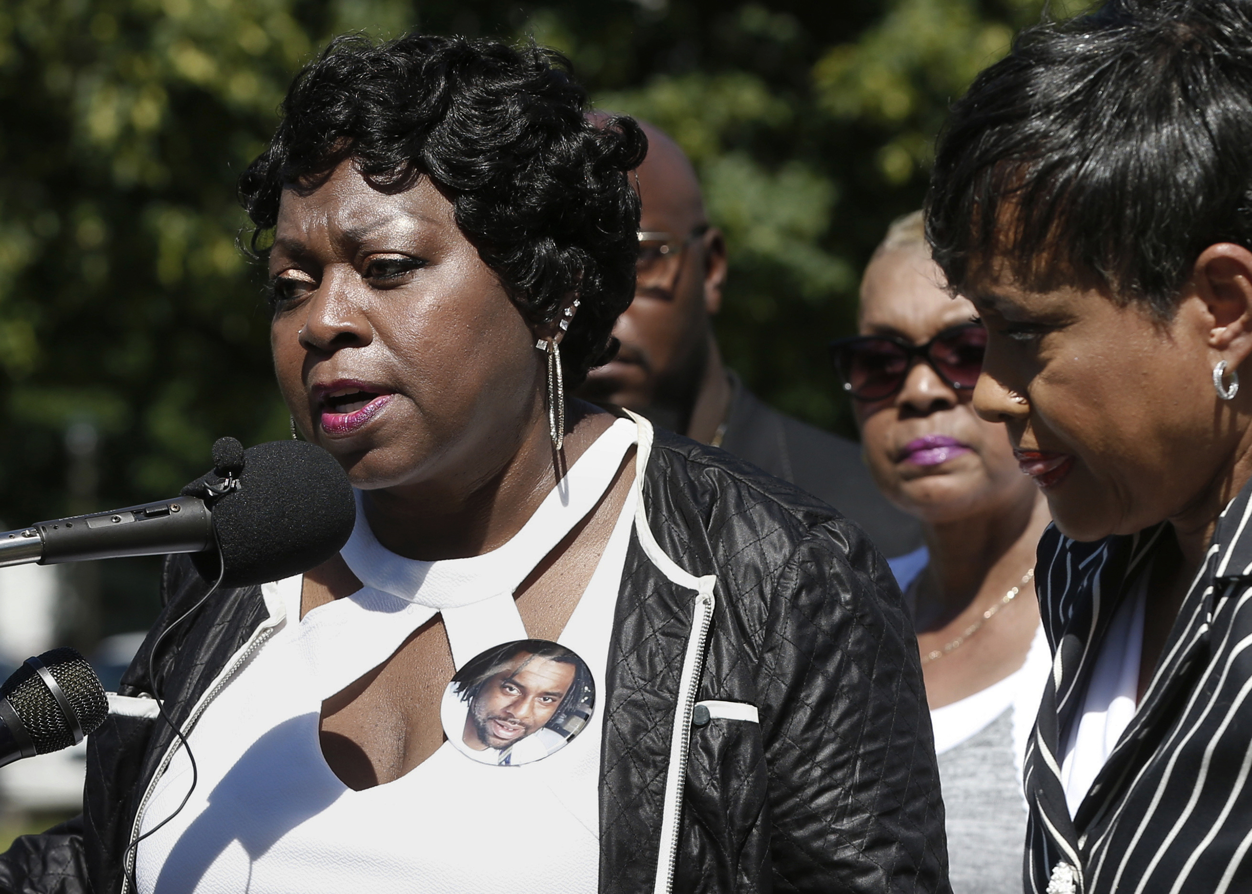 TV Judge Glenda Hatchett, right, listens as Valerie Castile, the mother of Philando Castile, takes questions during a news conference on the State Capitol grounds, in St. Paul, Minn, July 12, 2016.