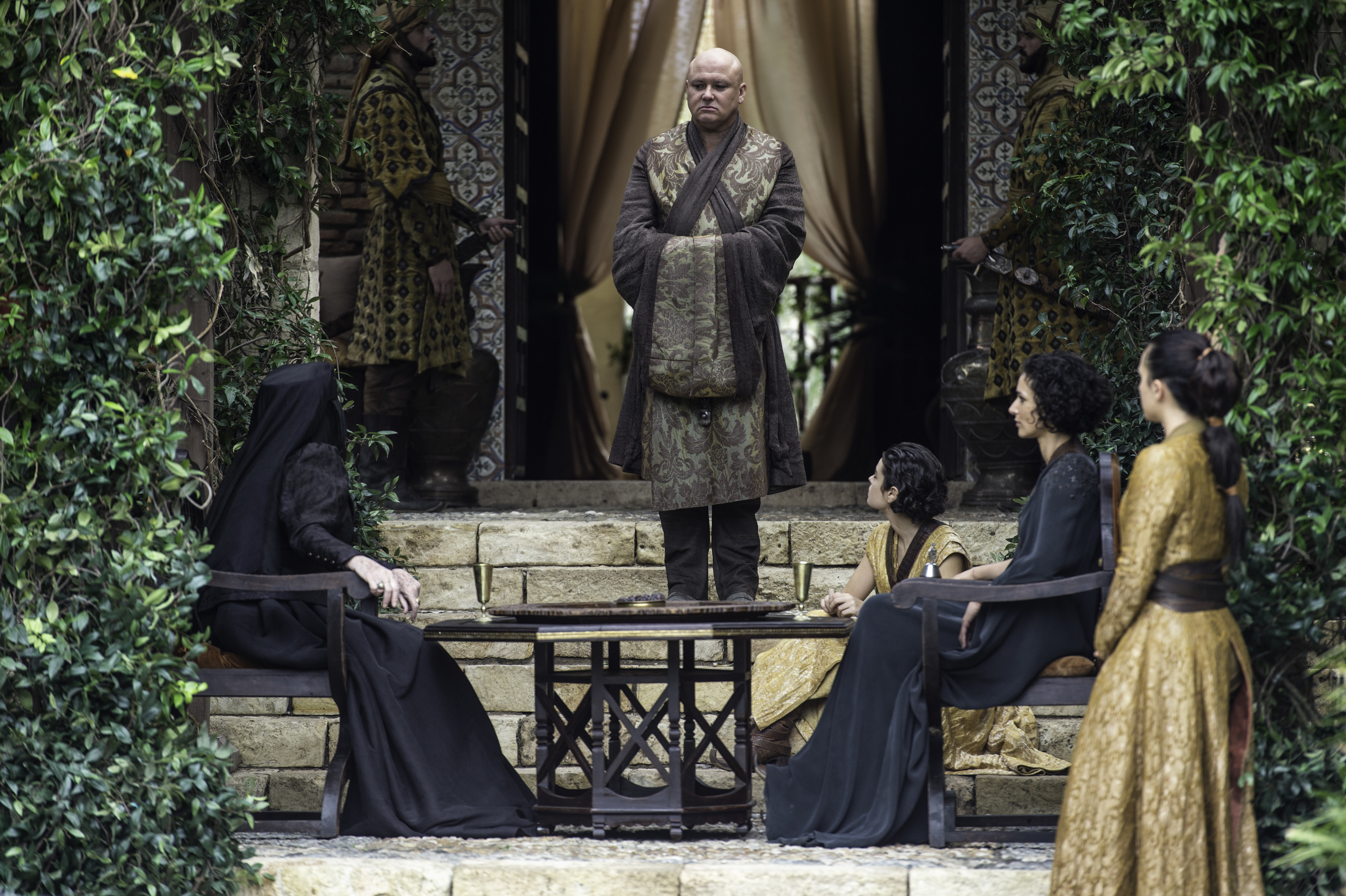 Game of Thrones: Varys Loyal to Daenerys Theory - Time This Game of Thrones Theory May Reveal Varys's True Intentions - 웹