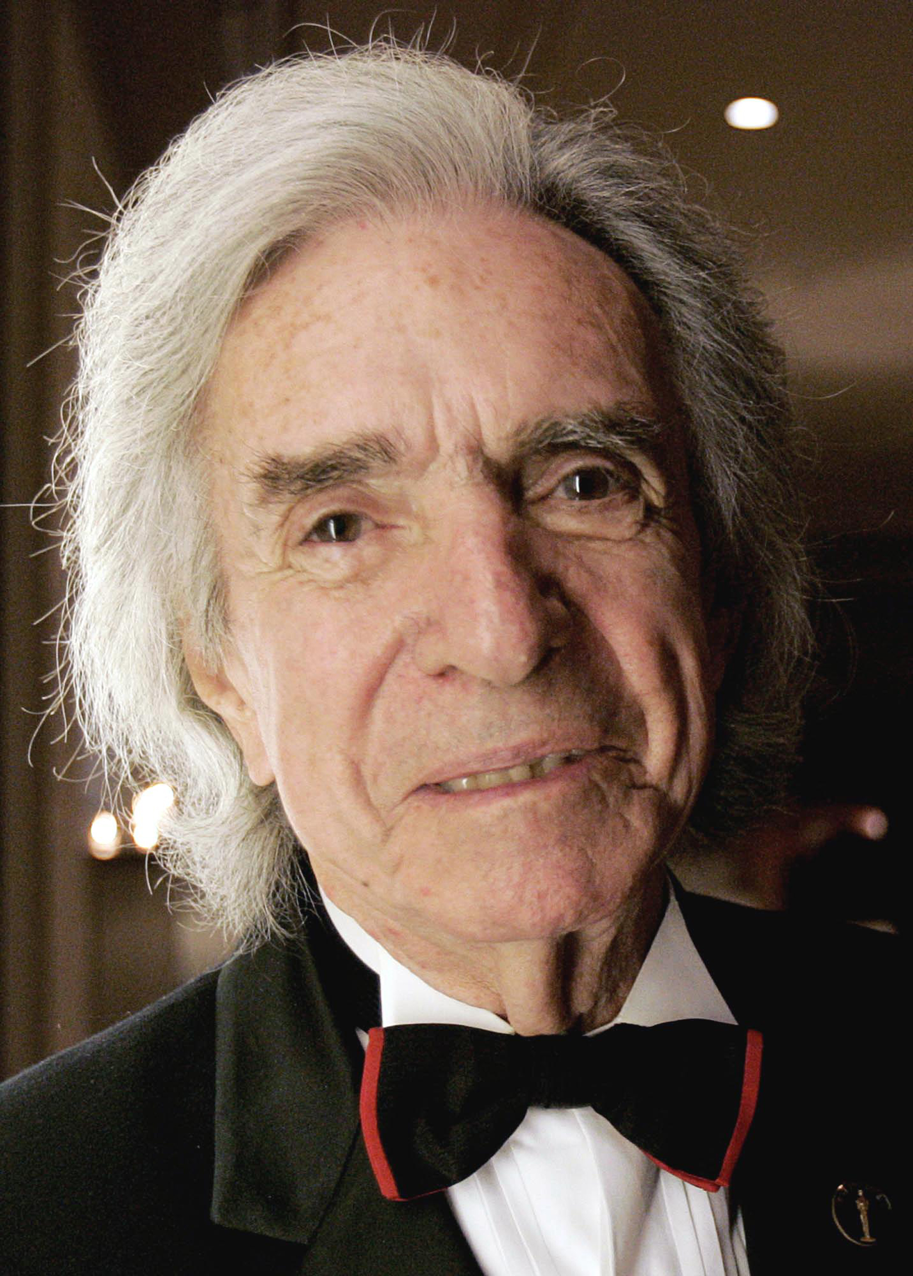 Arthur Hiller poses for a photo before the start of the Directors Guild of Canada Award Ceremonies in Toronto on Oct. 2, 2004.