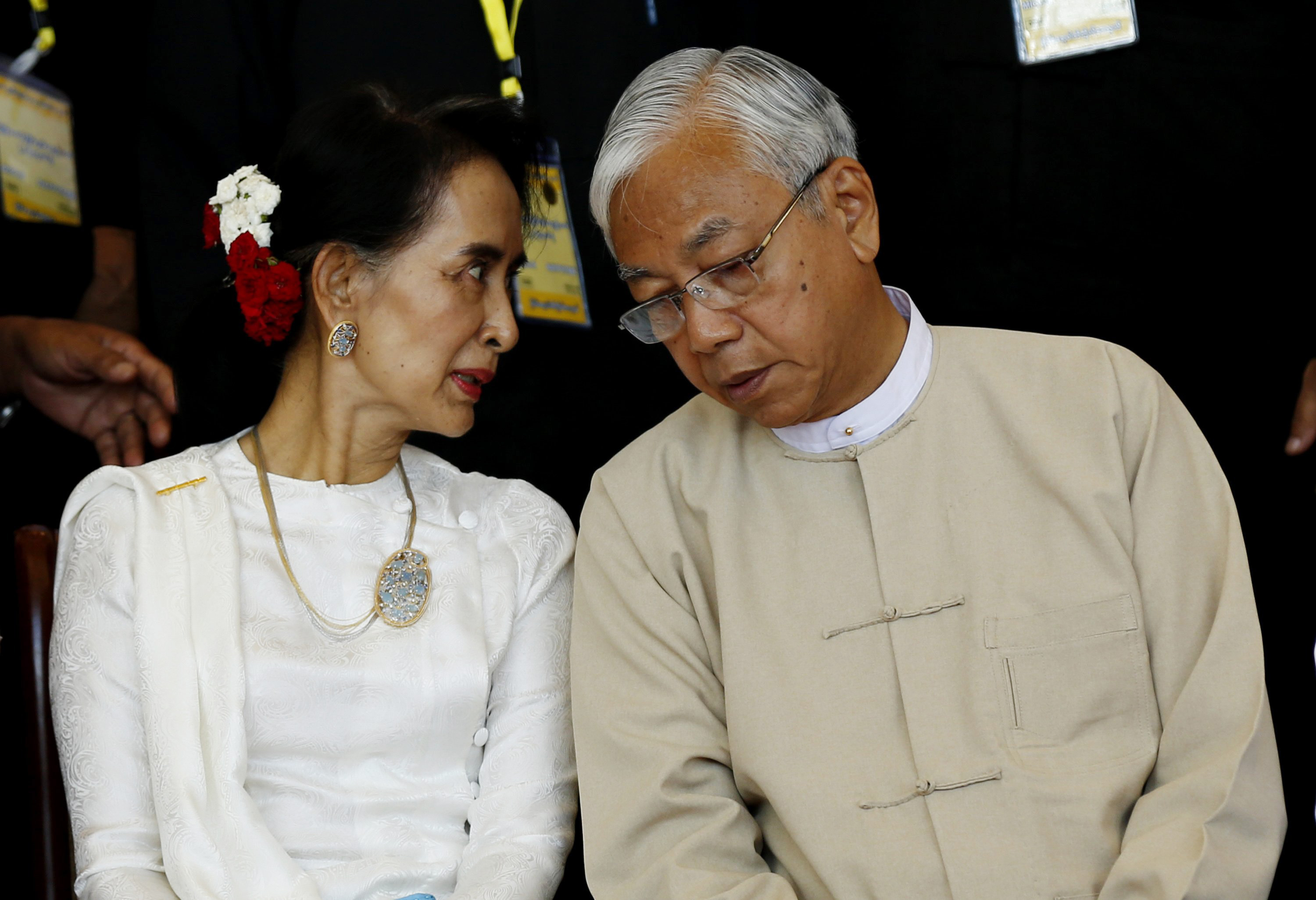Burmese President Htin Kyaw, right, talks with State Counselor Aung San Suu Kyi during the 21st Century Panglong Peace Conference in Naypyidaw on Aug. 31, 2016