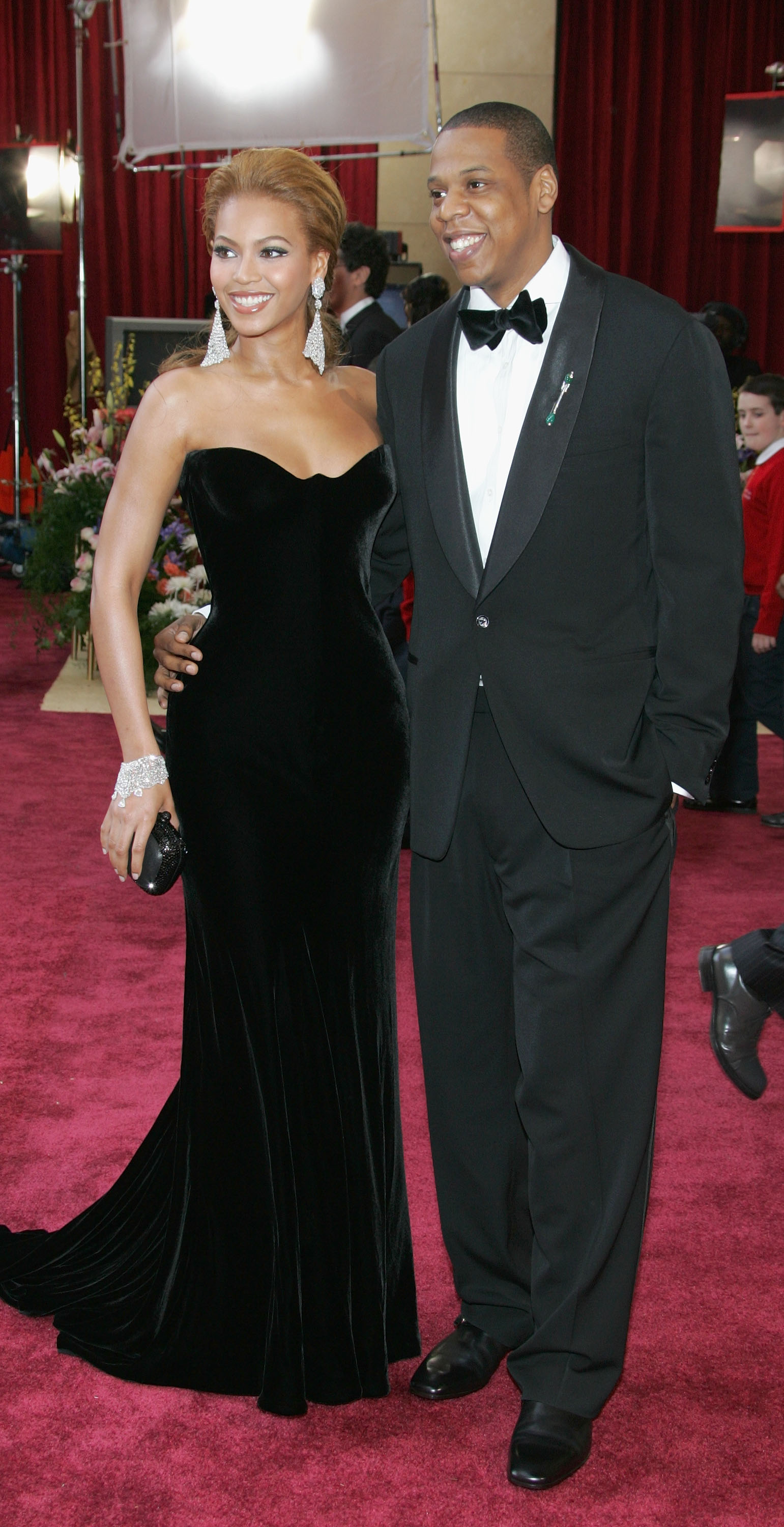 Singer Beyonce Knowles (L) and Def Jam President Jay-Z arrive at the 77th Annual Academy Awards on February 27, 2005. (Photo by Vince Bucci/Getty Images)