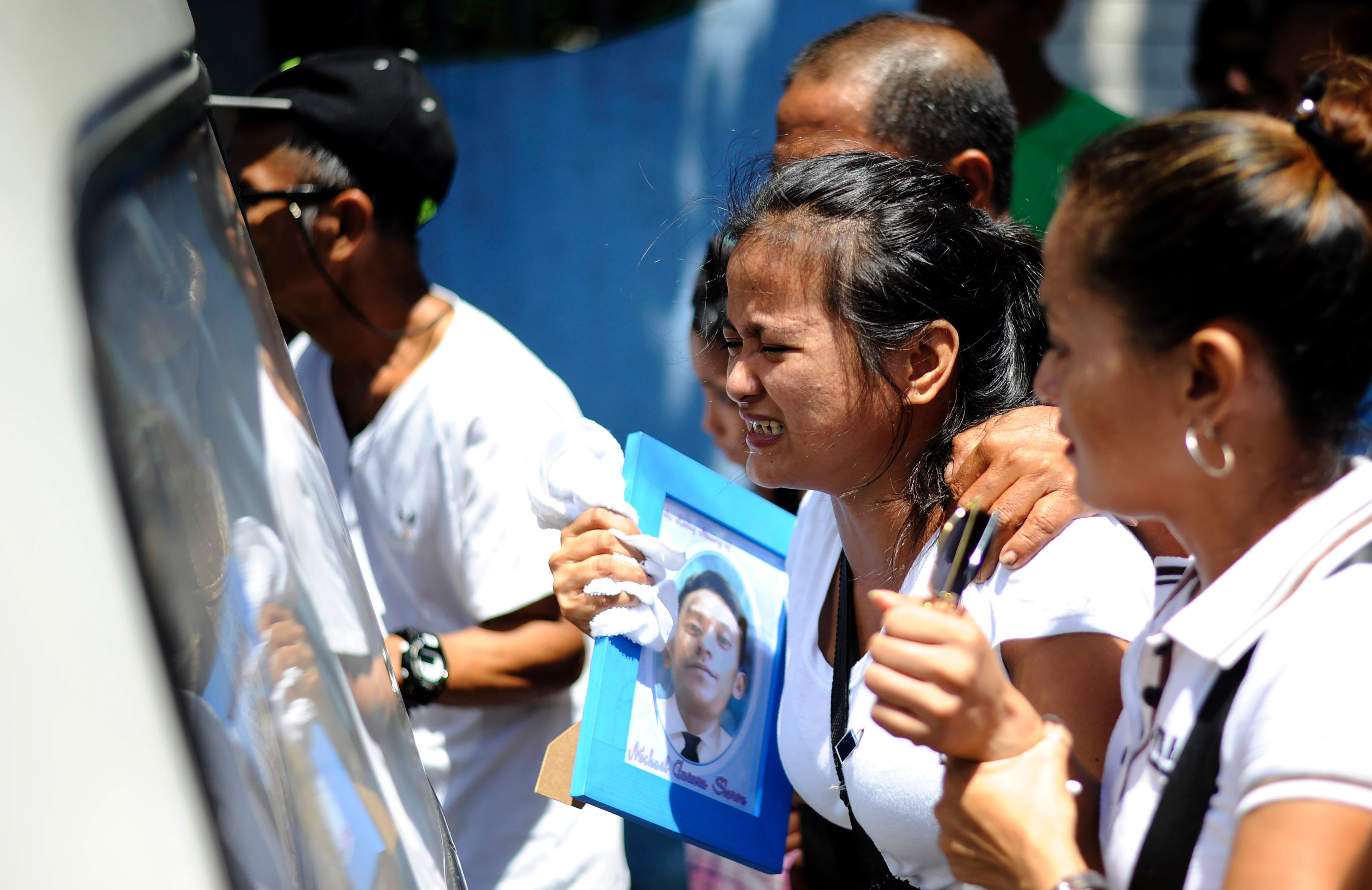Jennilyn Olayres, center, cries as she follows the hearse carrying the coffin of her partner Michael Siaron during his burial at a cemetery in Manila on Aug. 3, 2016. Siaron was killed by suspected vigilantes on July 22 acting on President Rodrigo Duterte's call to kill all the country's alleged drug dealers
