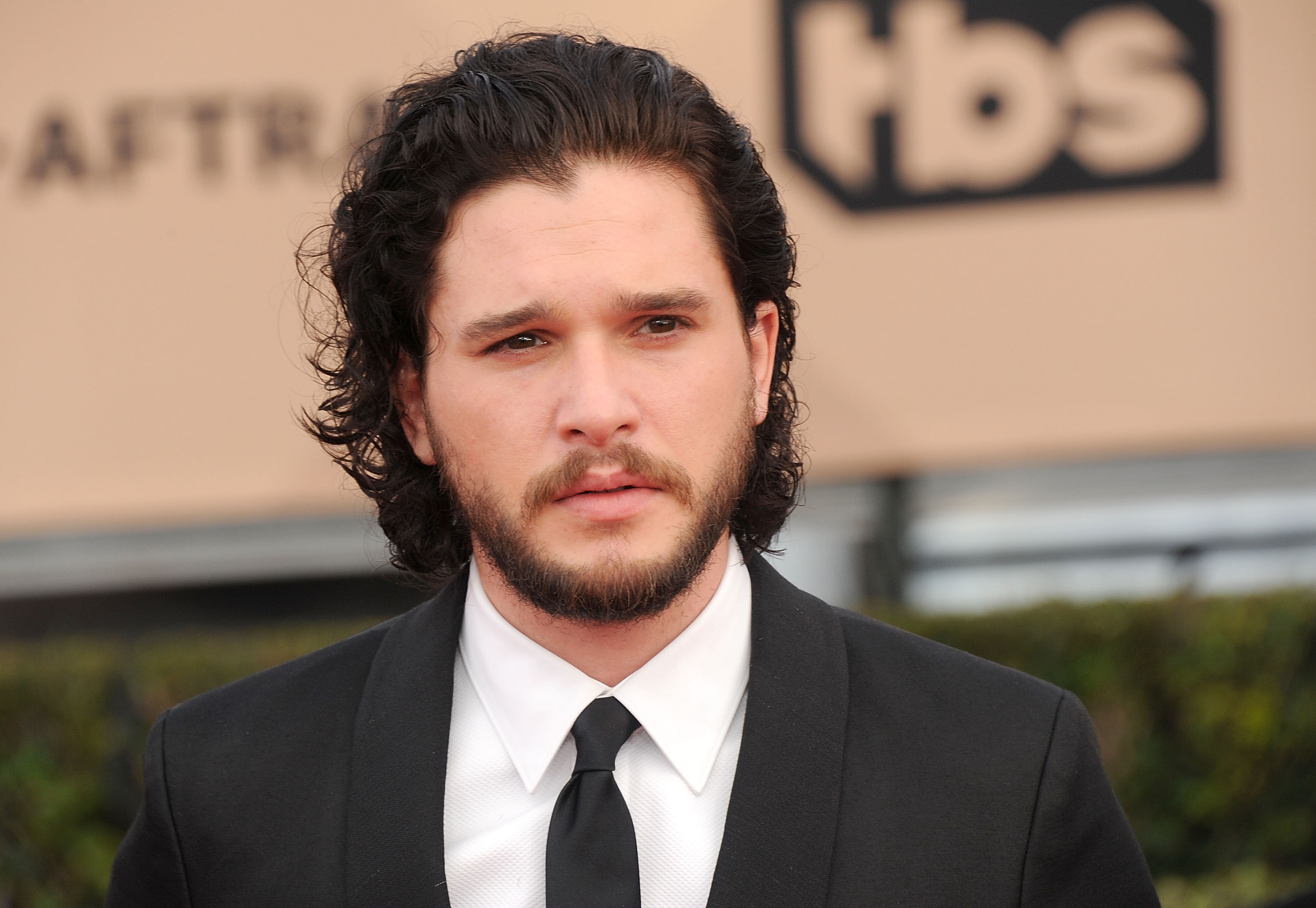 Actor Kit Harington arrives at the 22nd Annual Screen Actors Guild Awards at The Shrine Auditorium on January 30, 2016 in Los Angeles, California.