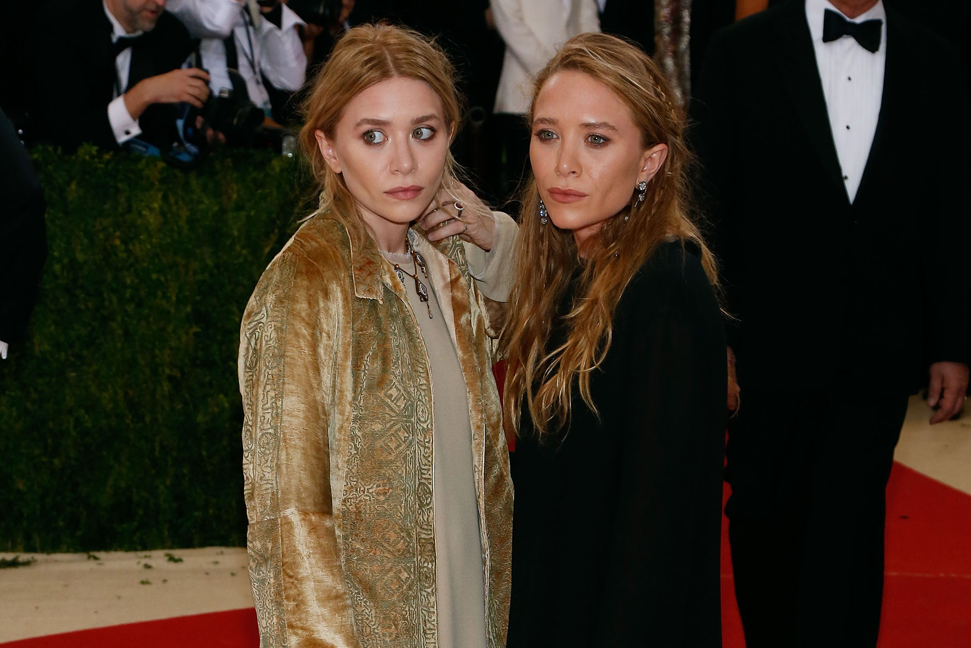 Mary-Kate and Ashley Olsen attend  Manus x Machina: Fashion in an Age of Technology , the 2016 Costume Institute Gala at the Metropolitan Museum of Art on May 02, 2016 in New York, New York.  (Photo by Taylor Hill/FilmMagic)