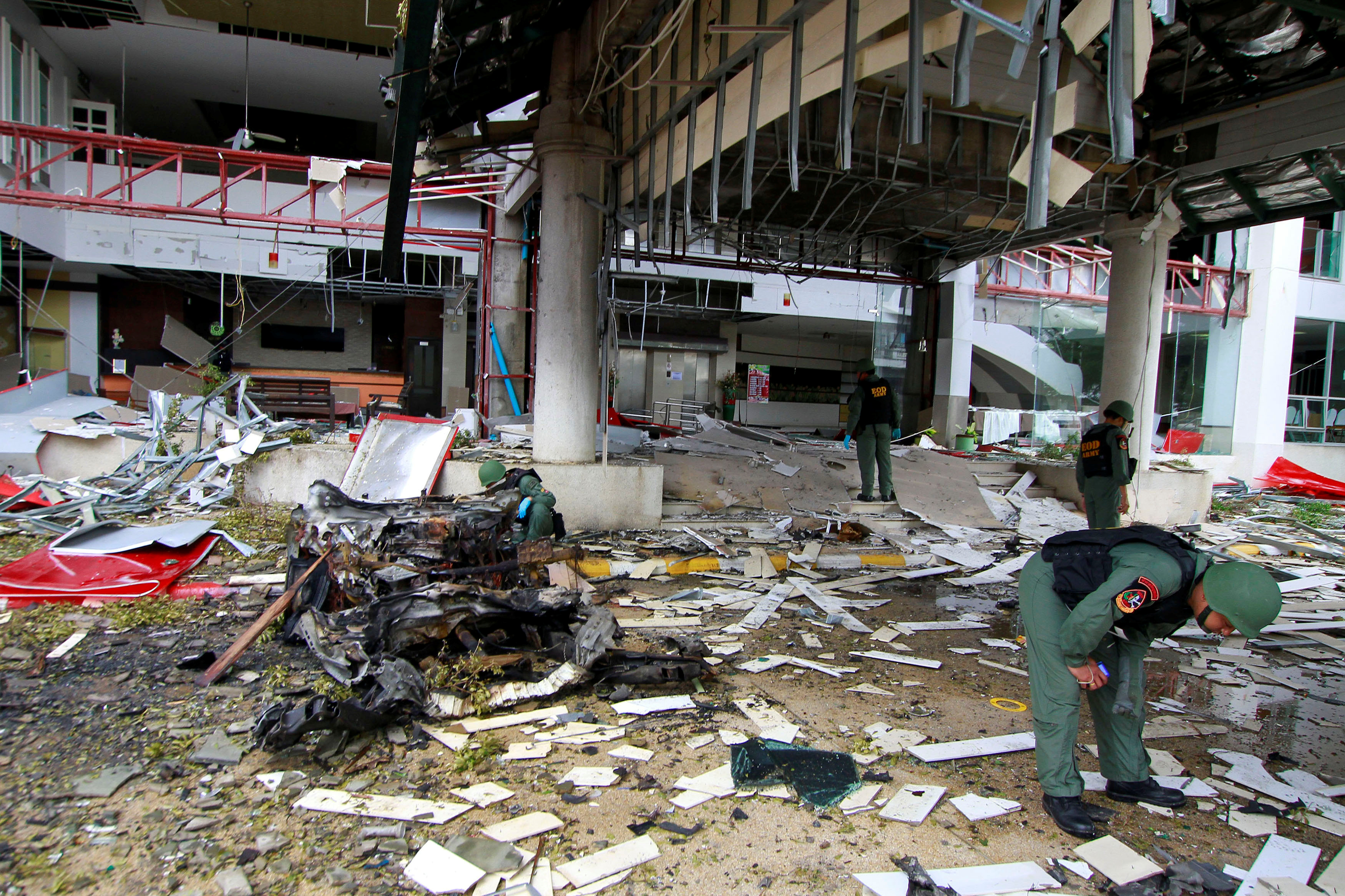 Thai soldiers inspect the scene of a car bomb blast outside a hotel in the southern province of Pattani, Thailand on August 24, 2016.