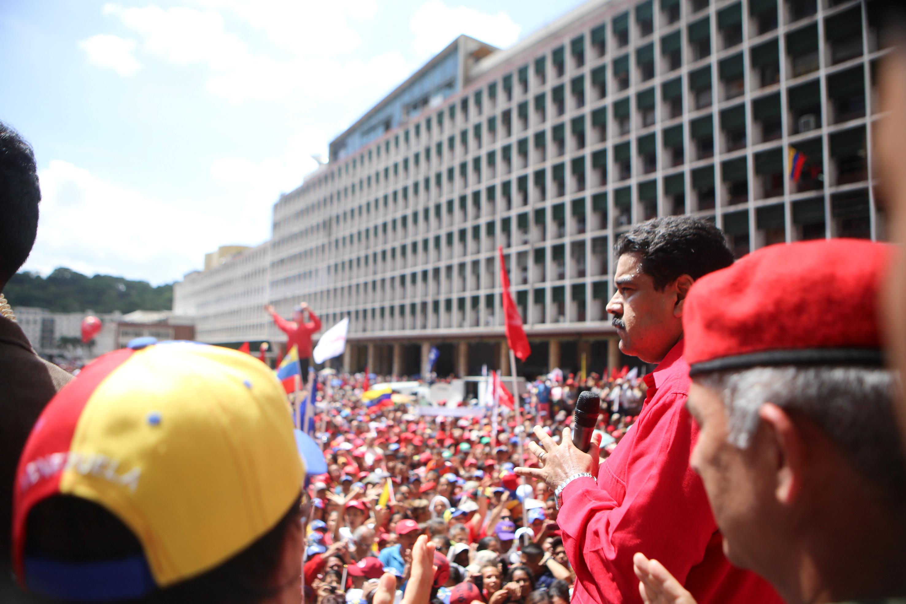 Venezuela's President Nicolas Maduro (R) attends a pro-government gathering in Caracas, Venezuela August 30, 2016.
