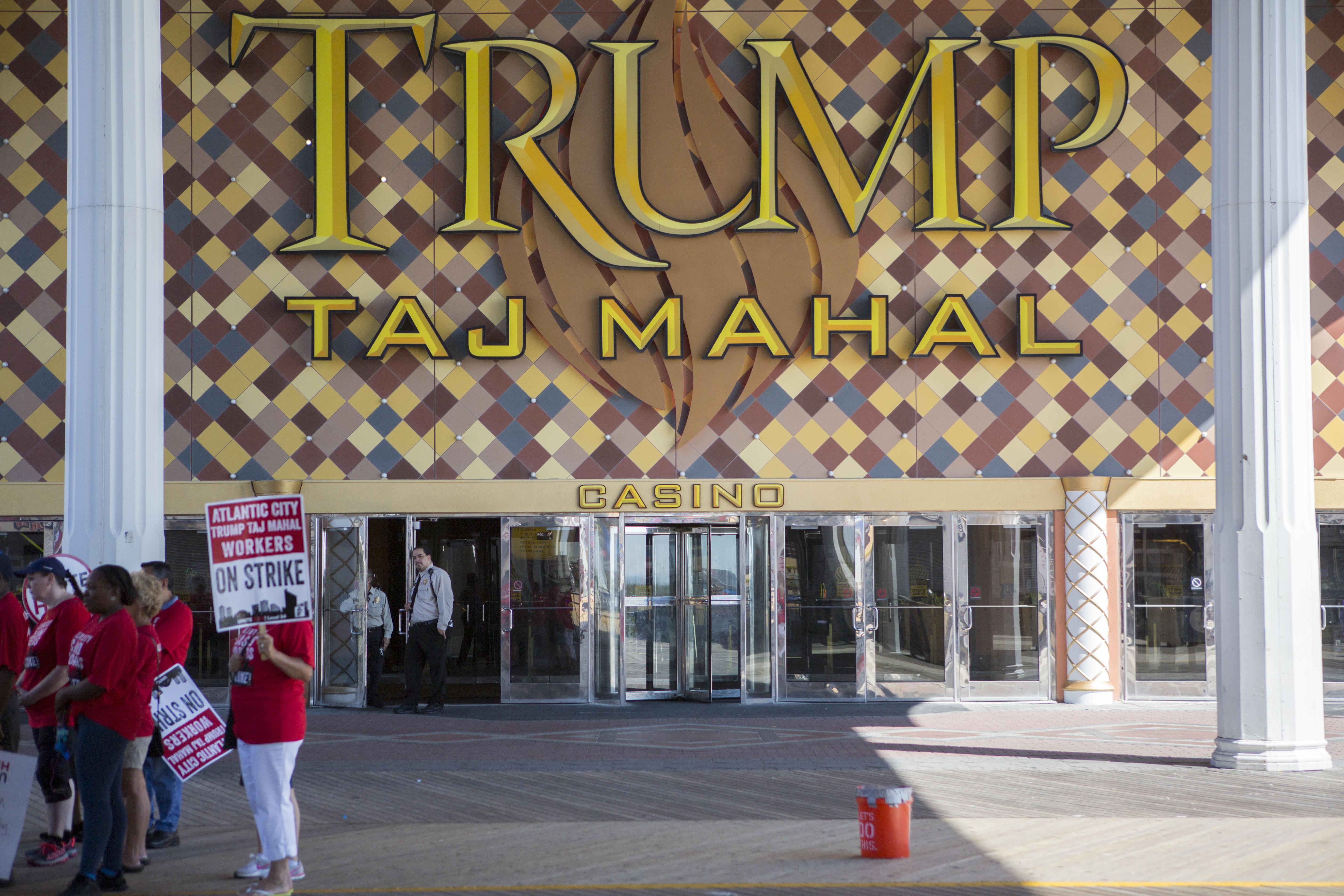 Unite Here local 54 casino worker's union members protest outside Trump Taj Mahal casino on July 6, 2016 in Atlantic City, New Jersey.