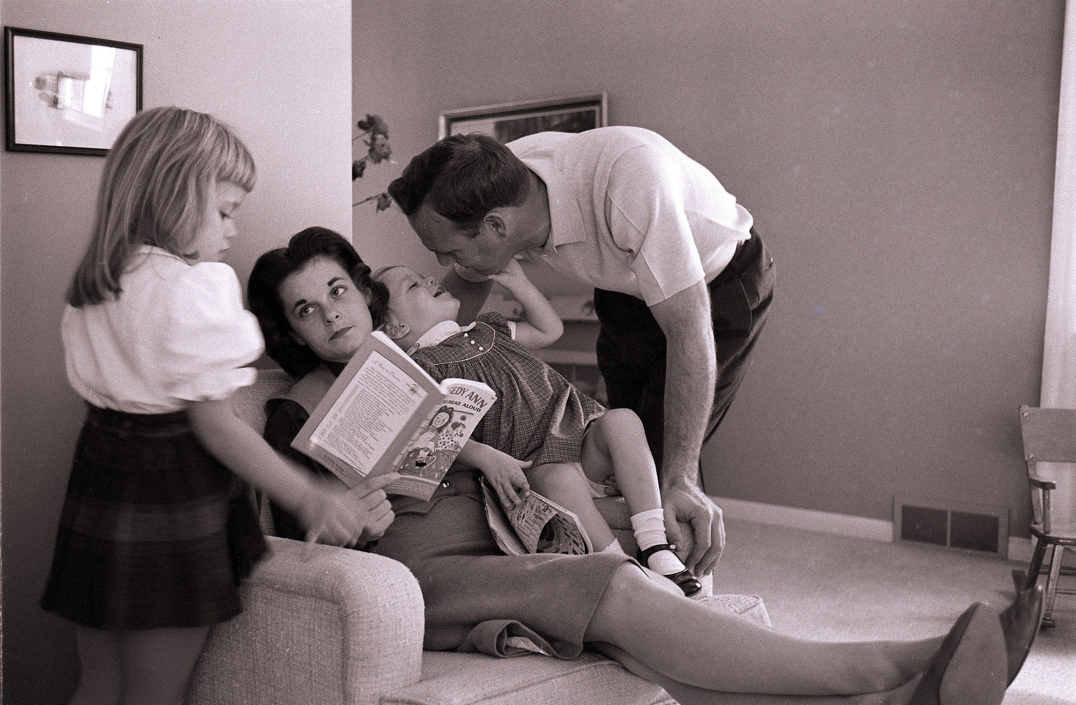 A portrait of Arnold Palmer with wife Winnie and daughters at home in                               Latrobe, Pa. on Nov. 9, 1960.