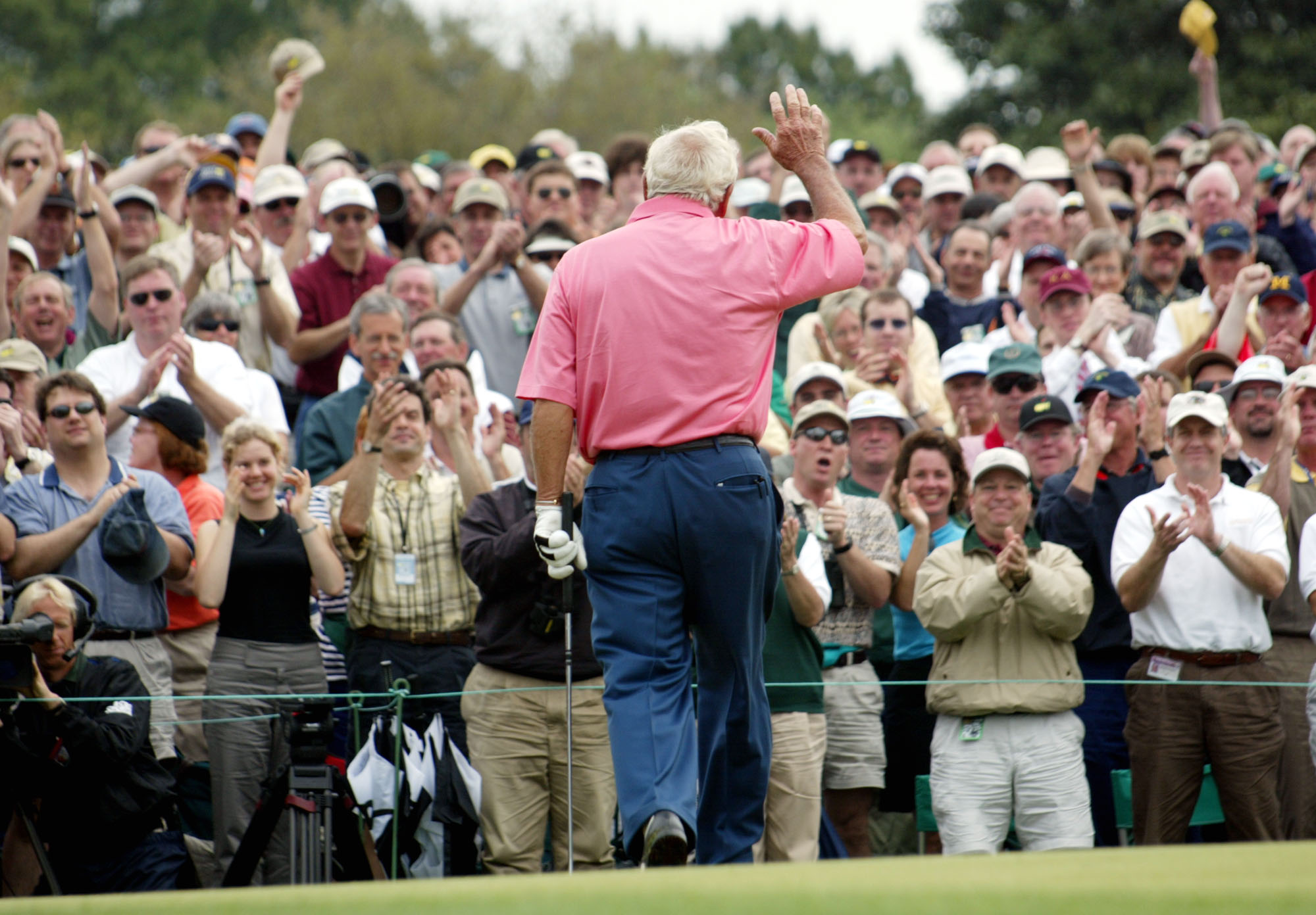 Arnold Palmer waves to the crowd at the 2002 Masters.