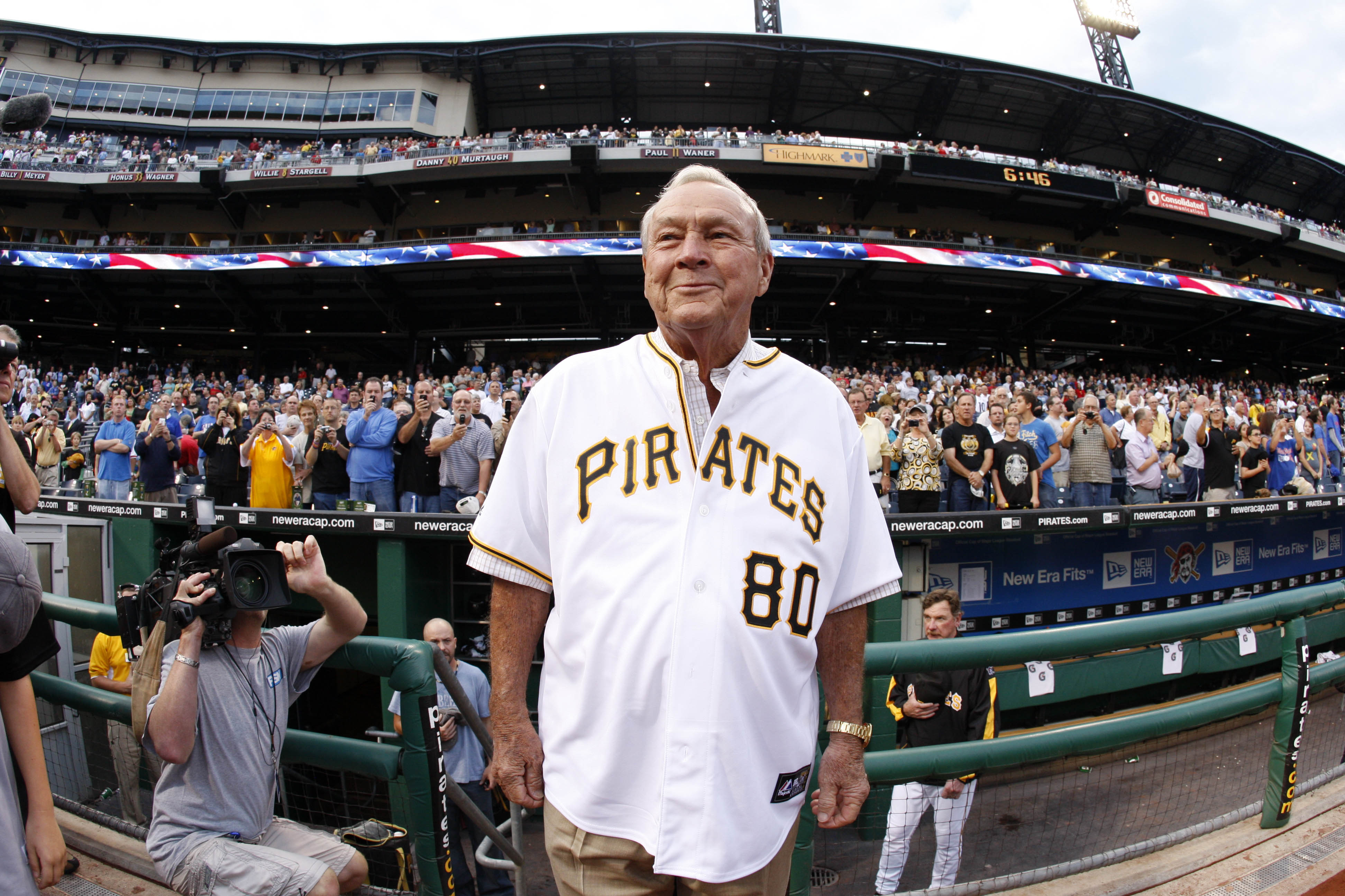 Golfing legend Arnold Palmer arrives on the field  before a baseball game between the Pittsburgh Pirates and Chicago Cubs in Pittsburgh, on Sept. 8, 2009.