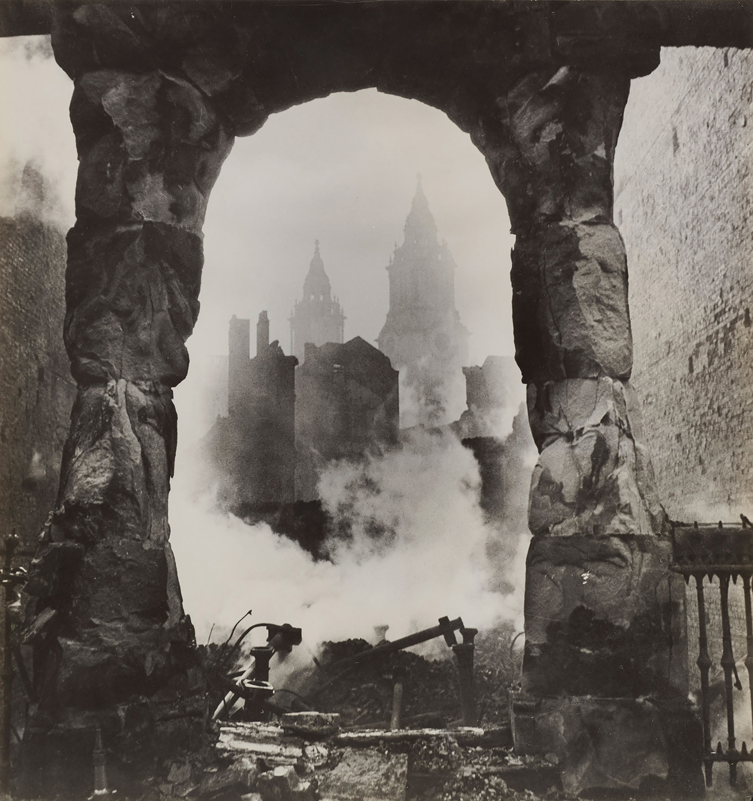 London's Honorable Scars, Santa Barbara Museum of Art, Calif.: Sept. 18 - Jan. 8, 2017                                                              (Caption: Cecil Beaton, St. Paul's seen through a Victorian Shopfront, circa 1940, Gift of Mrs. Ala Story)
