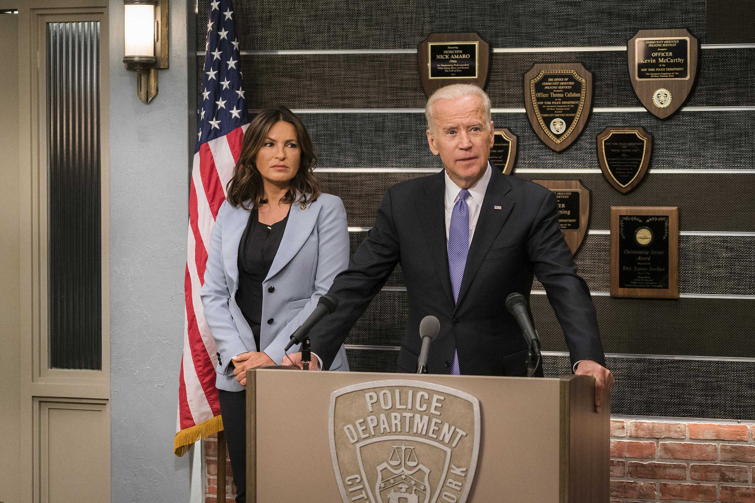 Vice President Joe Biden and Mariska Hargitay as Lieutenant Olivia Benson in Law & Order: Special Victims Unit, Episode 1802.