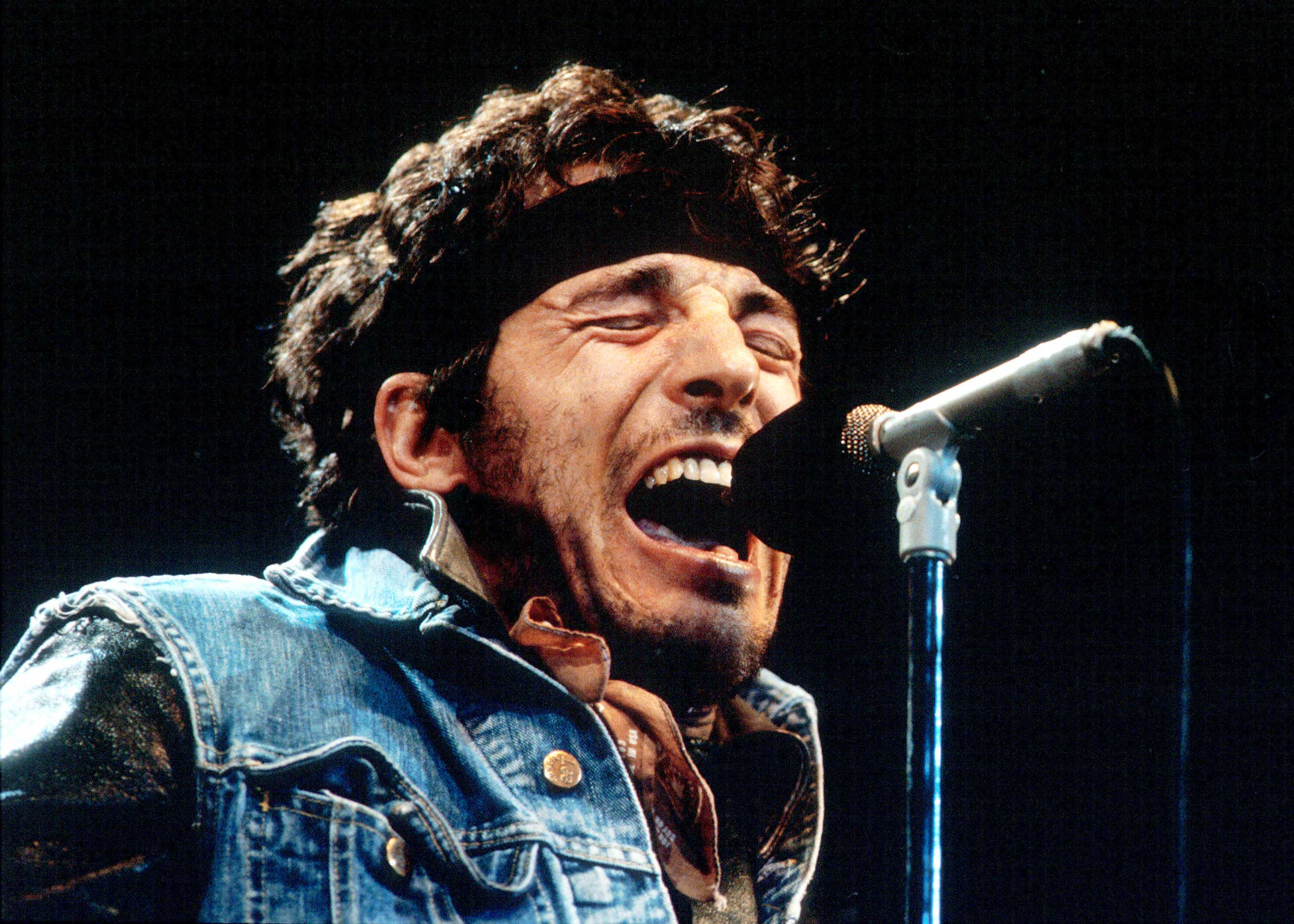 Bruce Springsteen performs during the last show of the 1985 'Born in the U.S.A. Tour'. in Los Angeles, California