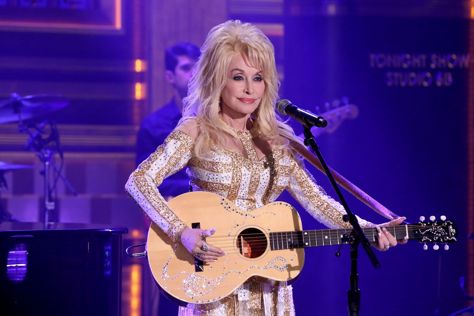 Dolly Parton performs on August 23, 2016 -- (Photo by: Andrew Lipovsky/NBC/NBCU Photo Bank via Getty Images)