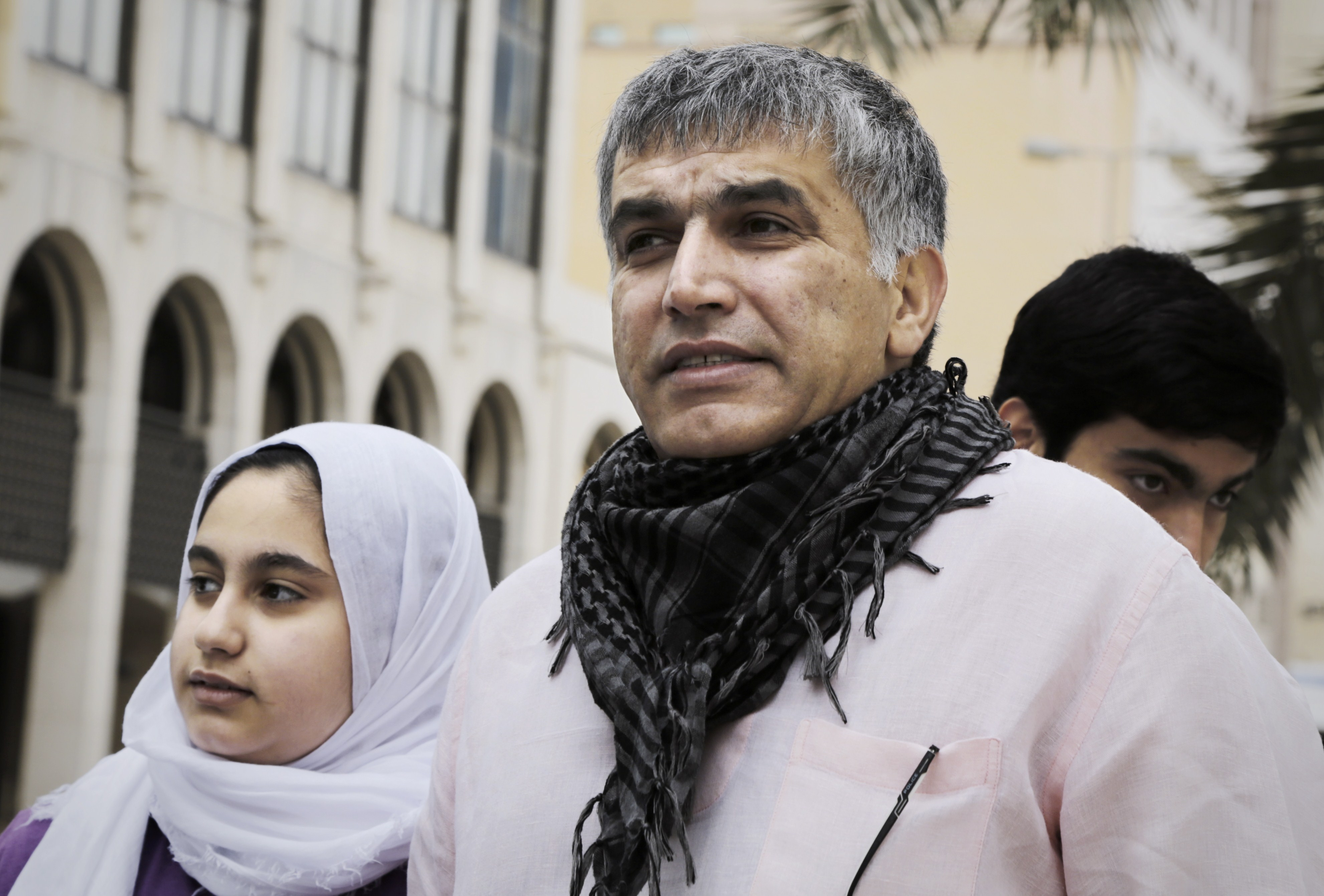 Bahraini human rights activist Nabeel Rajab (C) and his daughter Malak (L) during an appeal hearing on February 11, 2015 in the Bahraini capital Manama.