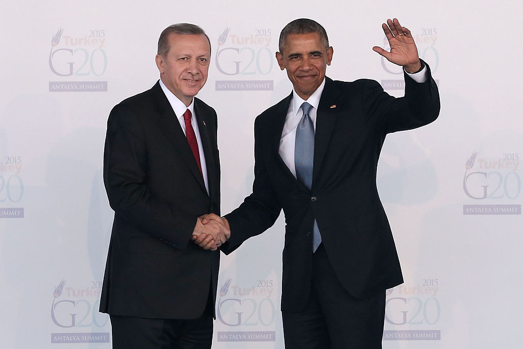 ANTALYA, TURKEY - NOVEMBER 15: Turkish President Recep Tayyip Erdogan, greets U.S President, Barack Obama during the official welcome ceremony on day one of the G20 Turkey Leaders Summit on November 15, 2015 in Antalya, Turkey. World leaders will use the summit to discuss issues including, climate change, the global economy, the refugee crisis and terrorism. The two day summit takes place in the wake of the massive terrorist attack in Paris which killed more than 120 people.  (Photo by Chris McGrath/Getty Images)