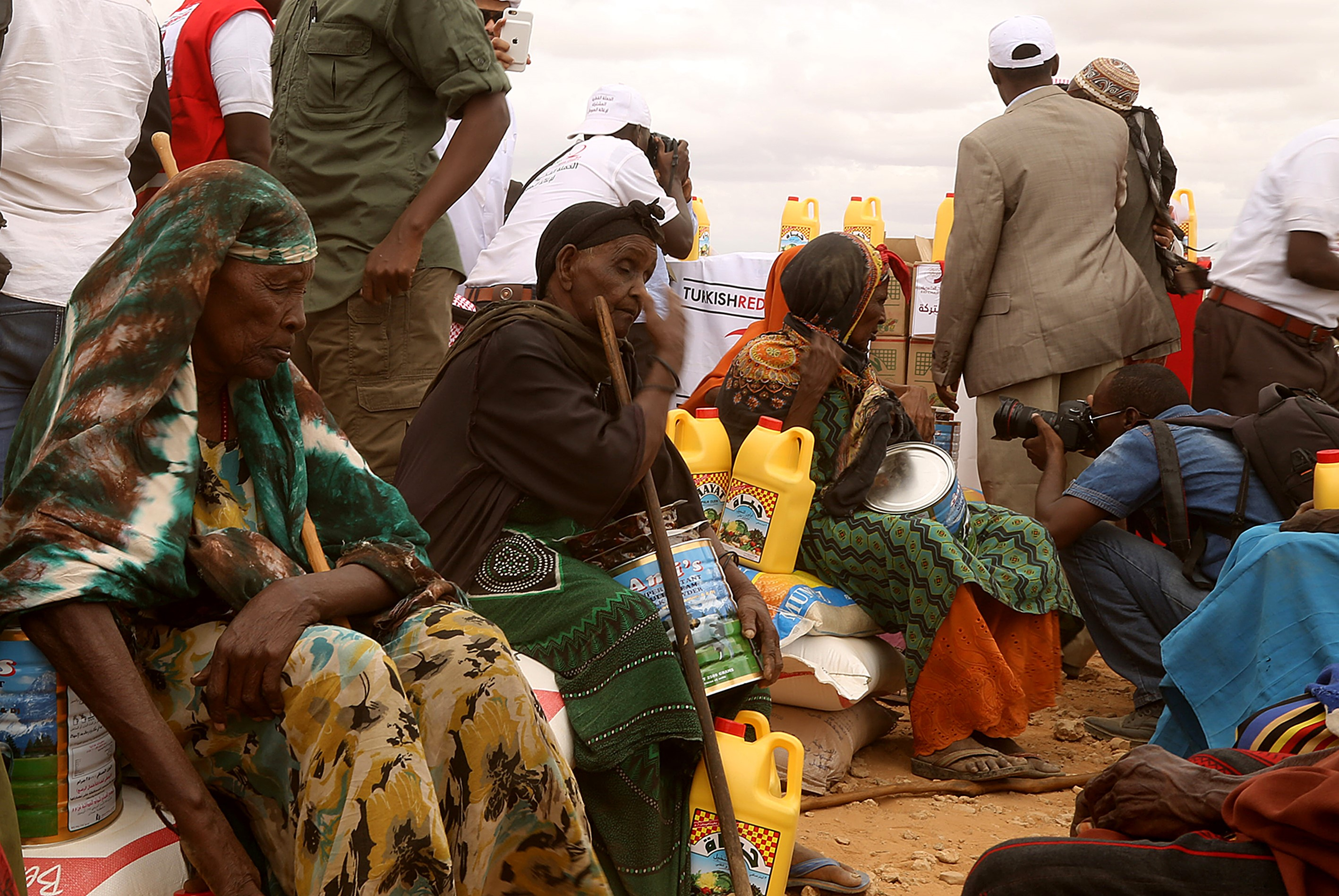Somalian people wait on the queue as Turkish and Qatari officials dispatch humanitarian aid goods on the Islamic holy month Ramadan at Beledweyne in Hiran, Somalia on June 22, 2016.