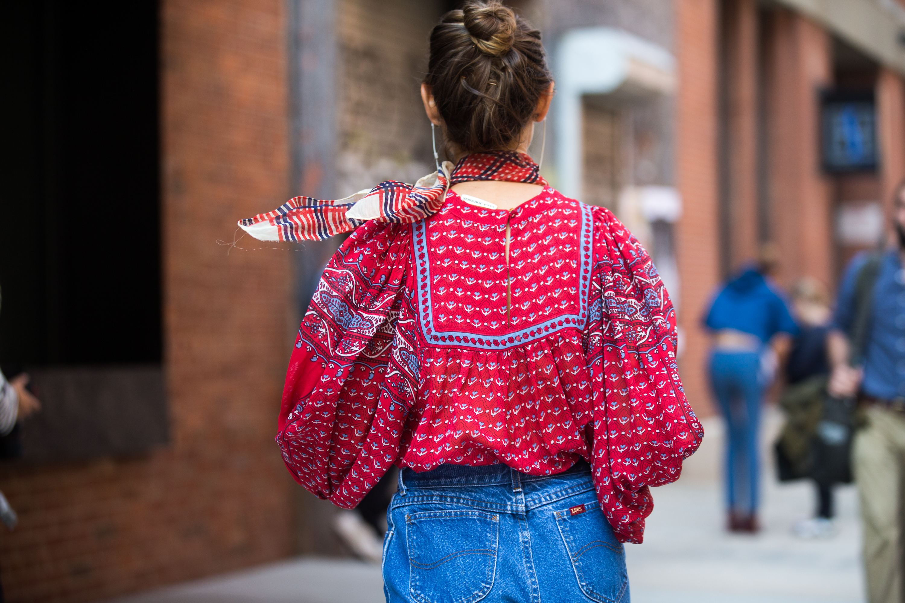 This peasant-style blouse was cinched in nicely with a pair of high-waisted jeans; the neck scarf added a touch of whimsy.