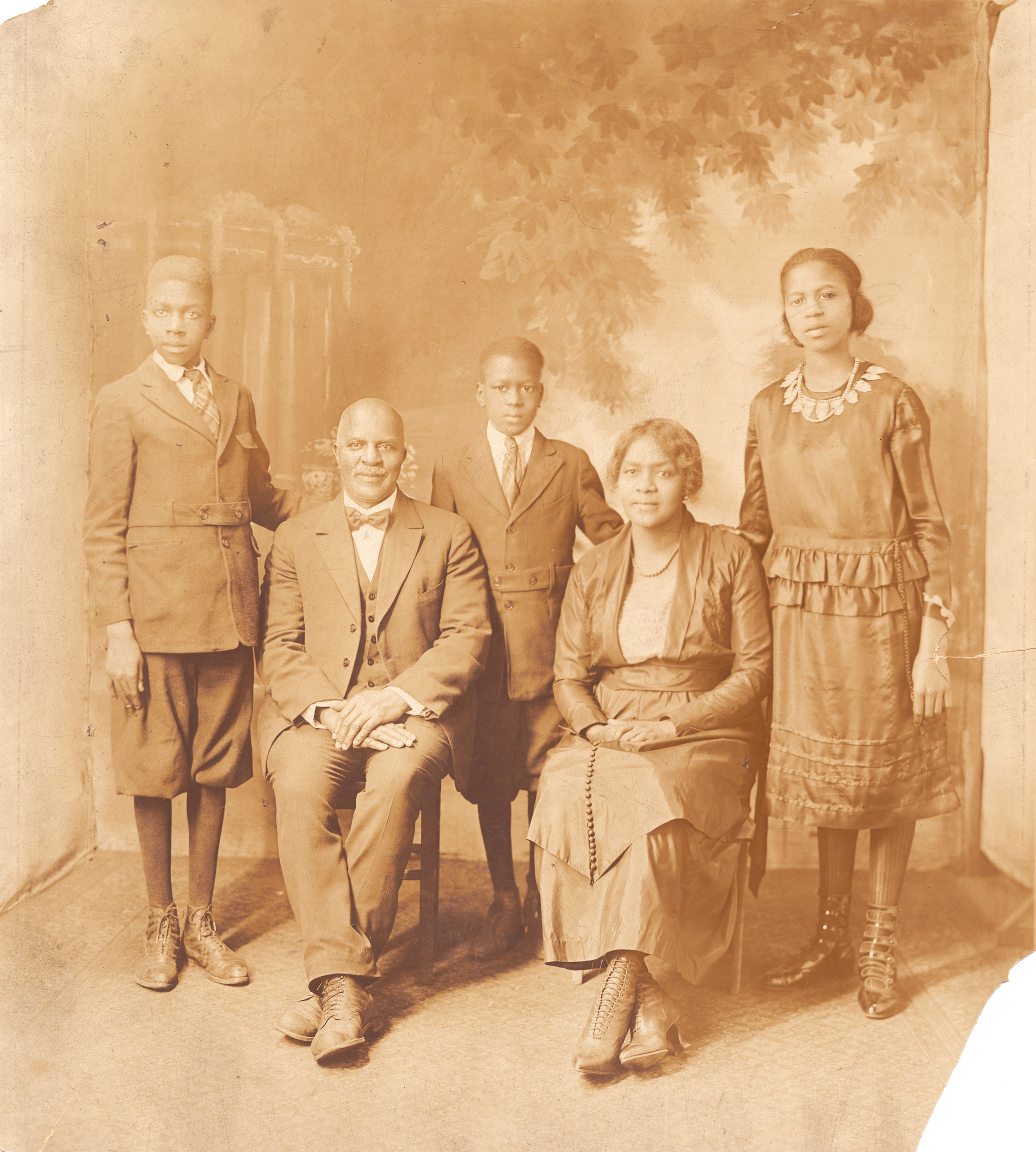 Portrait of the Morris family, who moved to Chicago during the Great Migration of African Americans from the South to northern cities around the time of World War I, ca.1915.