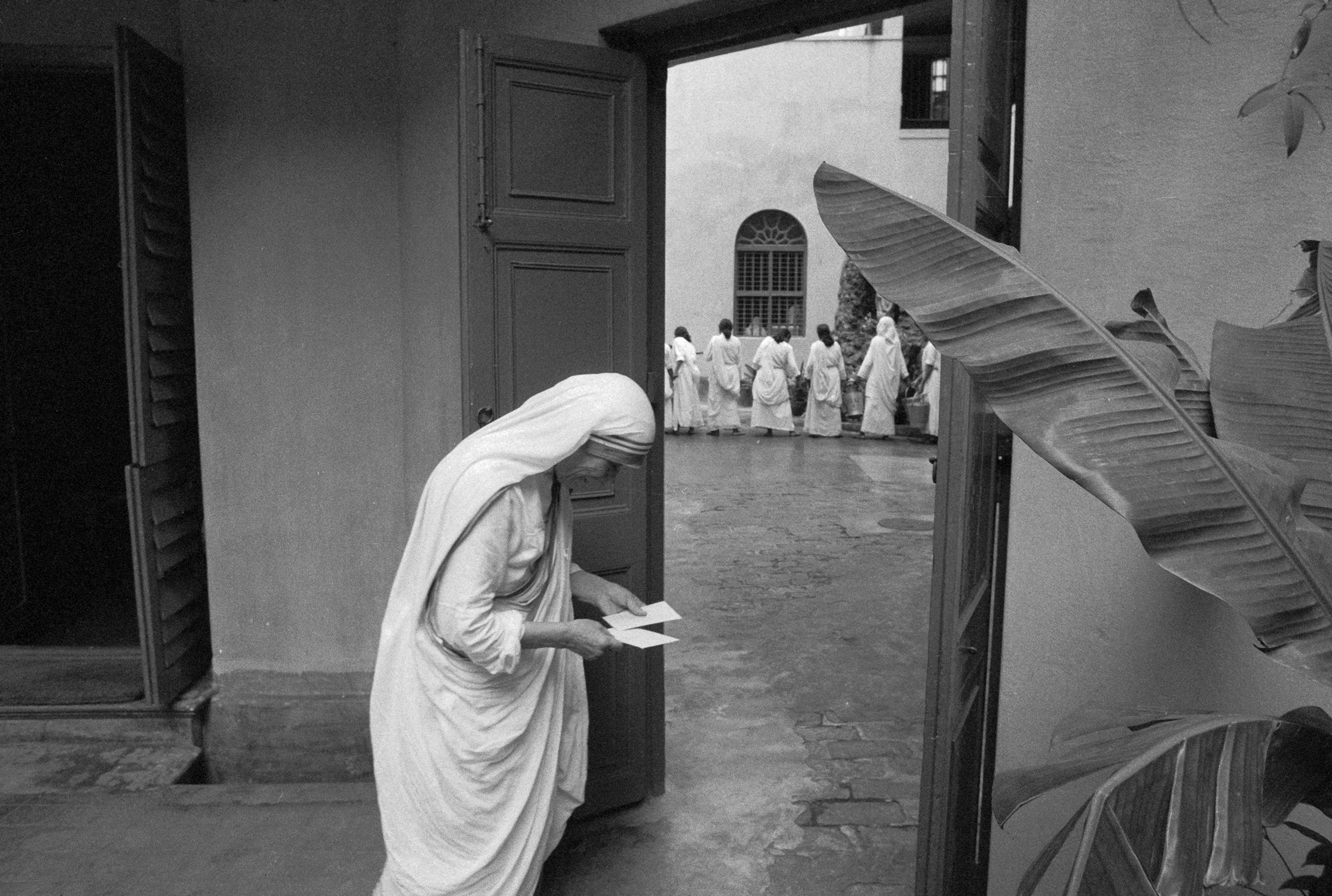Mother Teresa takes a couple minutes to herself at a prayer hall before going about her daily rounds.