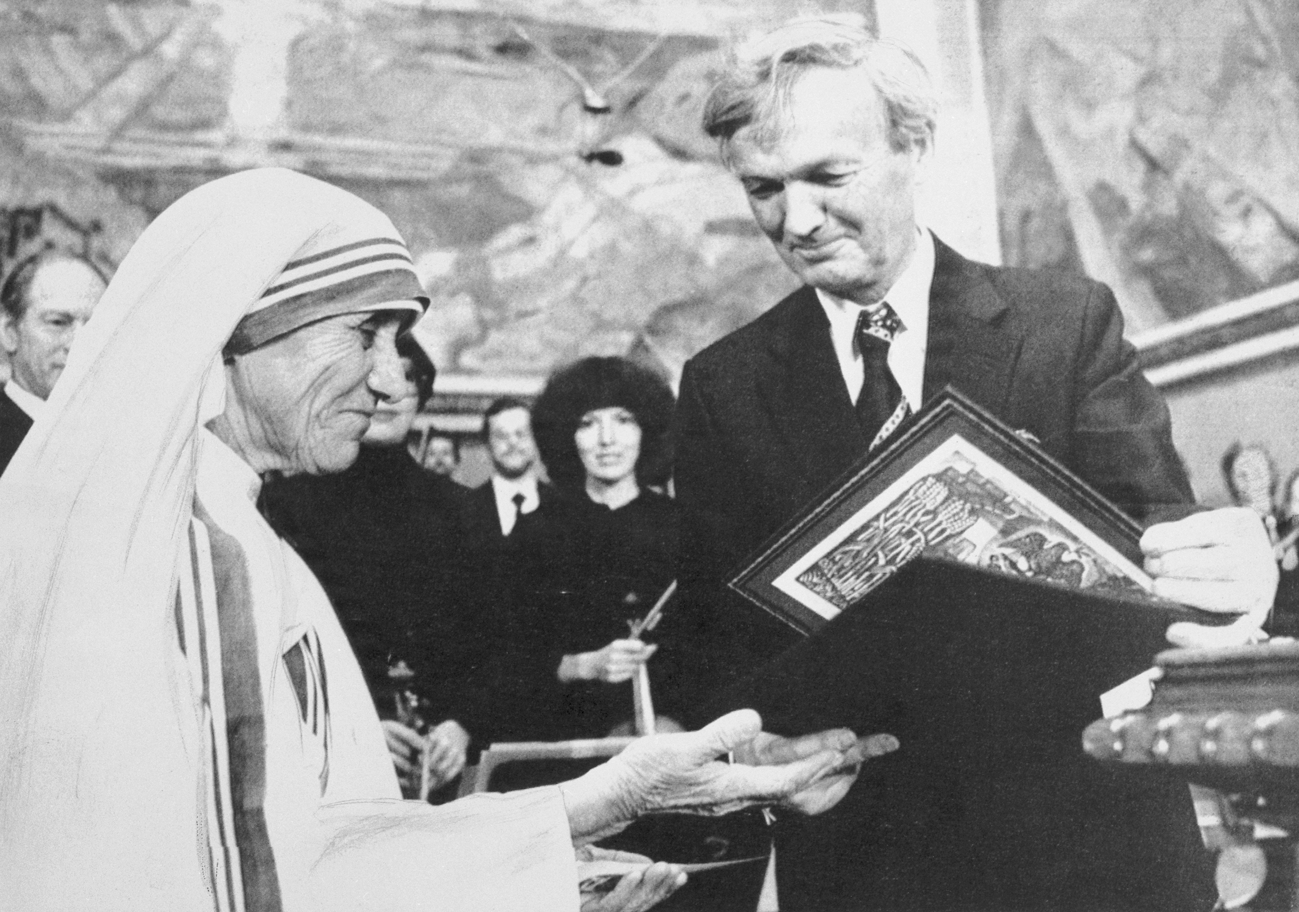 Chairman of the Norwegian Nobel Institute, Prof. John Sanness, hands over the 1979  Nobel Peace Prize to Mother Teresa.