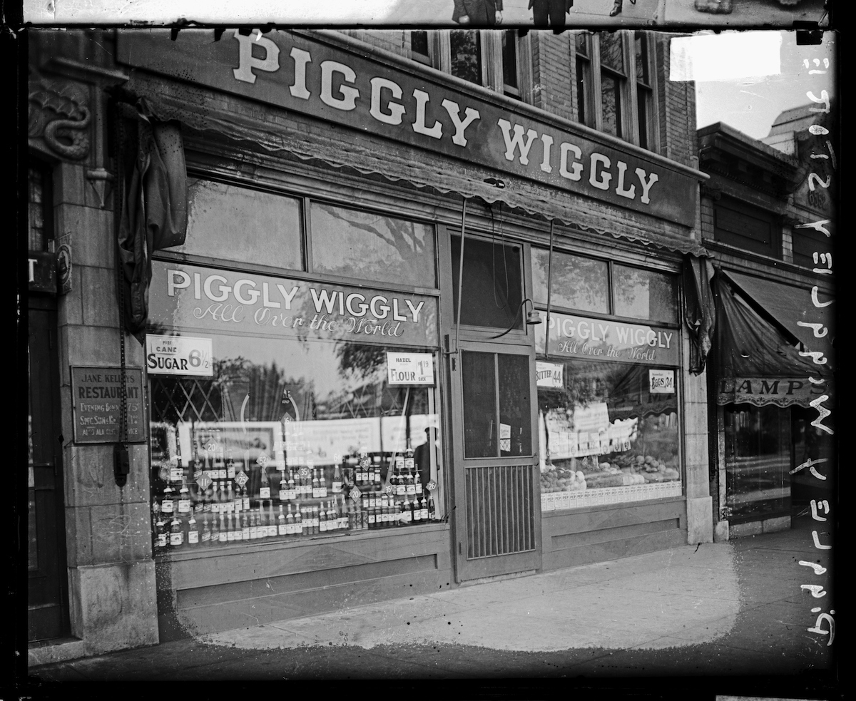 View of the front of the Piggly Wiggly store, located at 106 South Austin in Chicago, in 1926. From the Chicago Daily News collection.