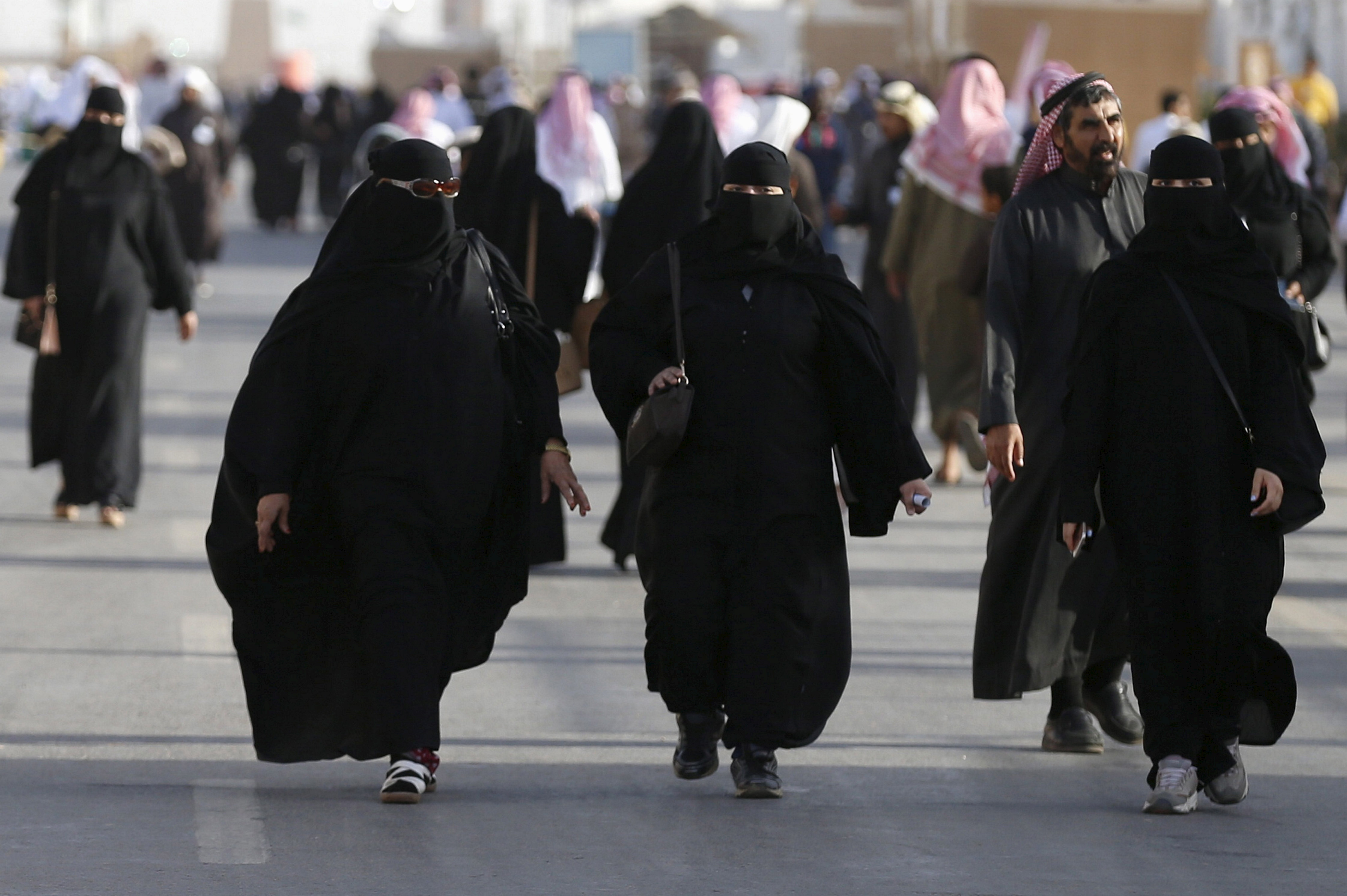 Saudi women arrive to attend Janadriyah Culture Festival on the outskirts of Riyadh on Feb. 8, 2016