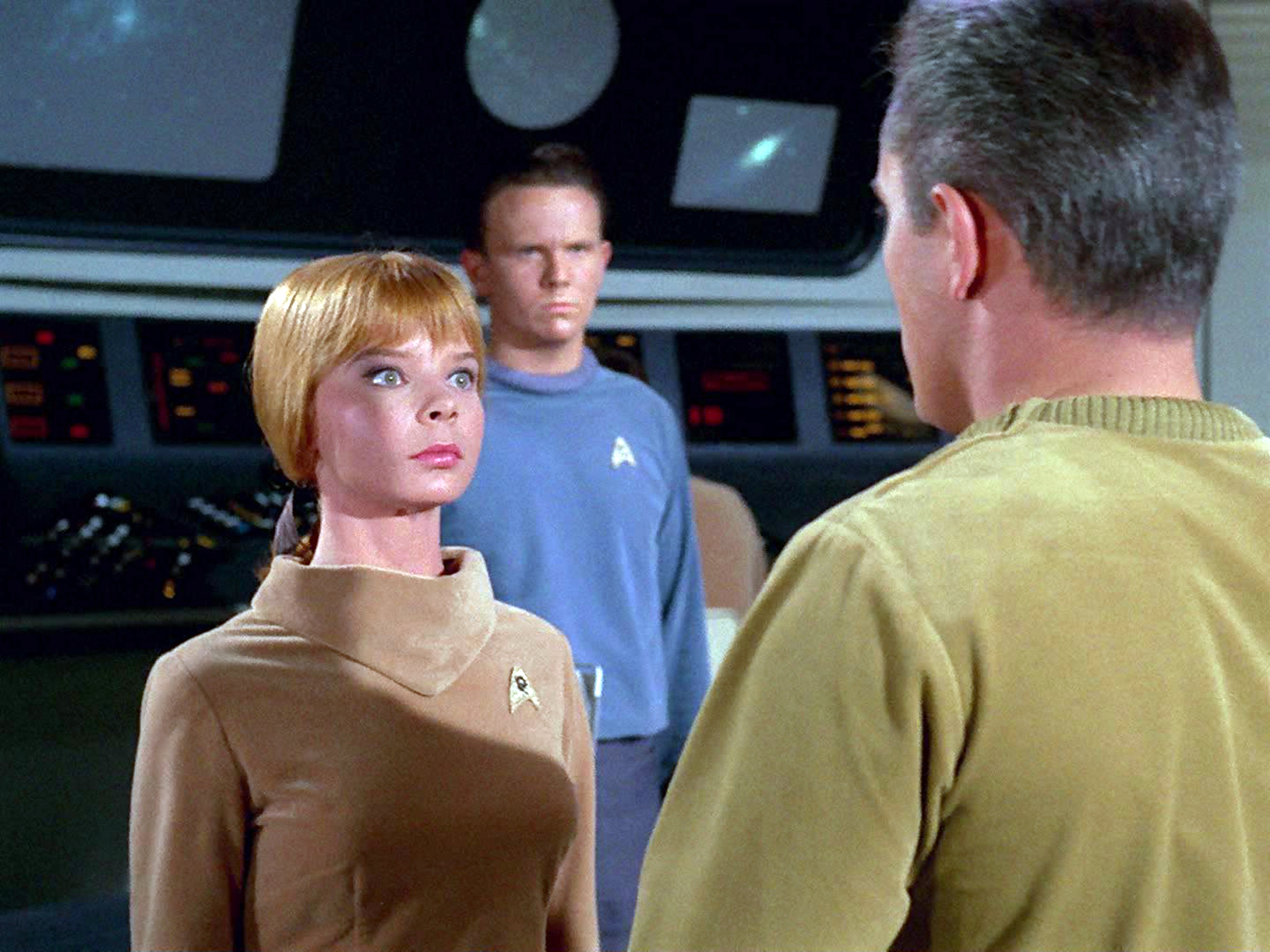 Laurel Goodwin as Yeoman J. M. Colt and Jeffrey Hunter as Captain Christopher Pike.