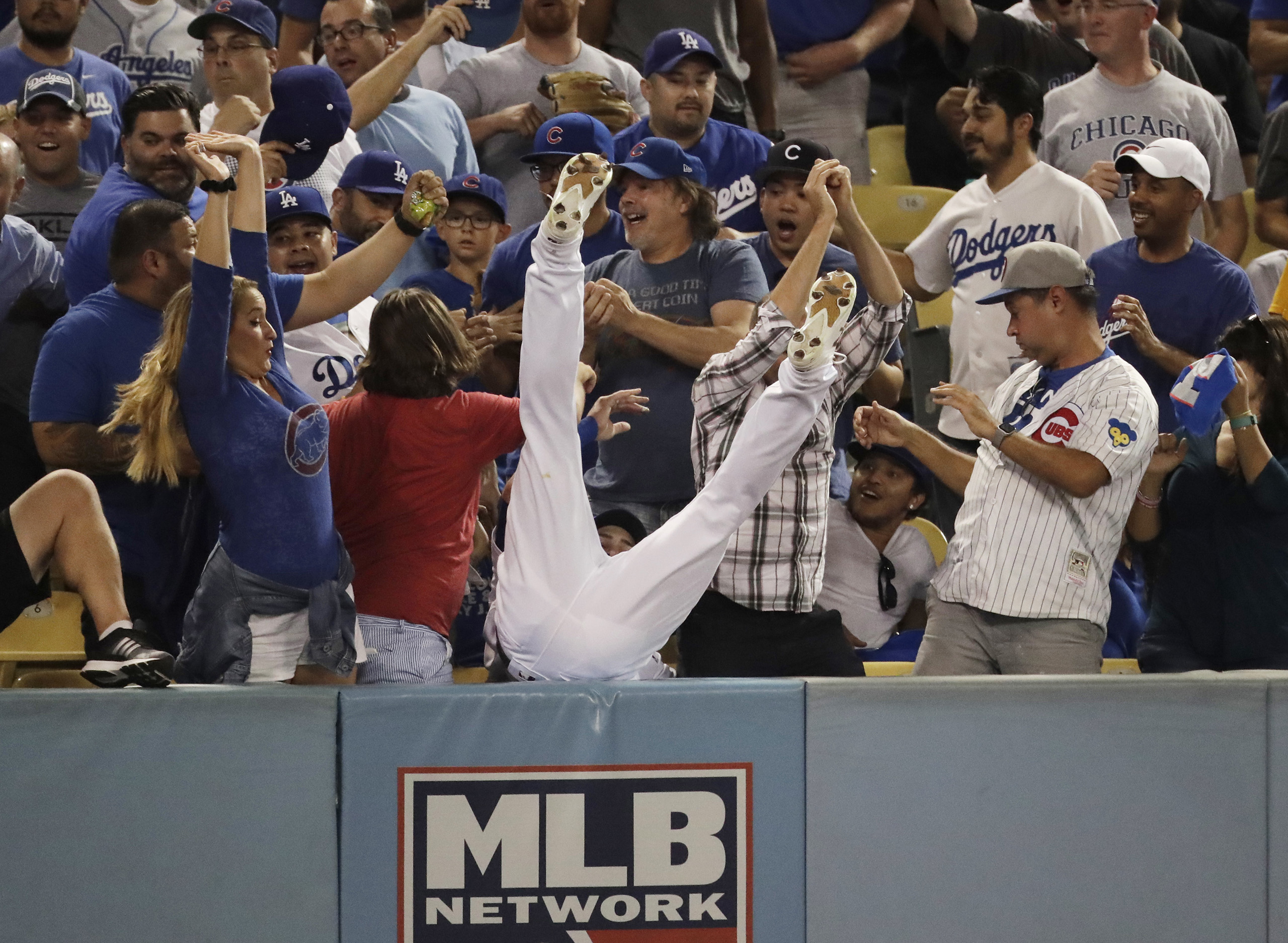 Los Angeles Dodgers right fielder Josh Reddick can't catch a foul ball hit by Chicago Cubs' Ben Zobrist during the fifth inning of Game 4 of the National League baseball championship series, on Oct. 19, 2016, in Los Angeles.