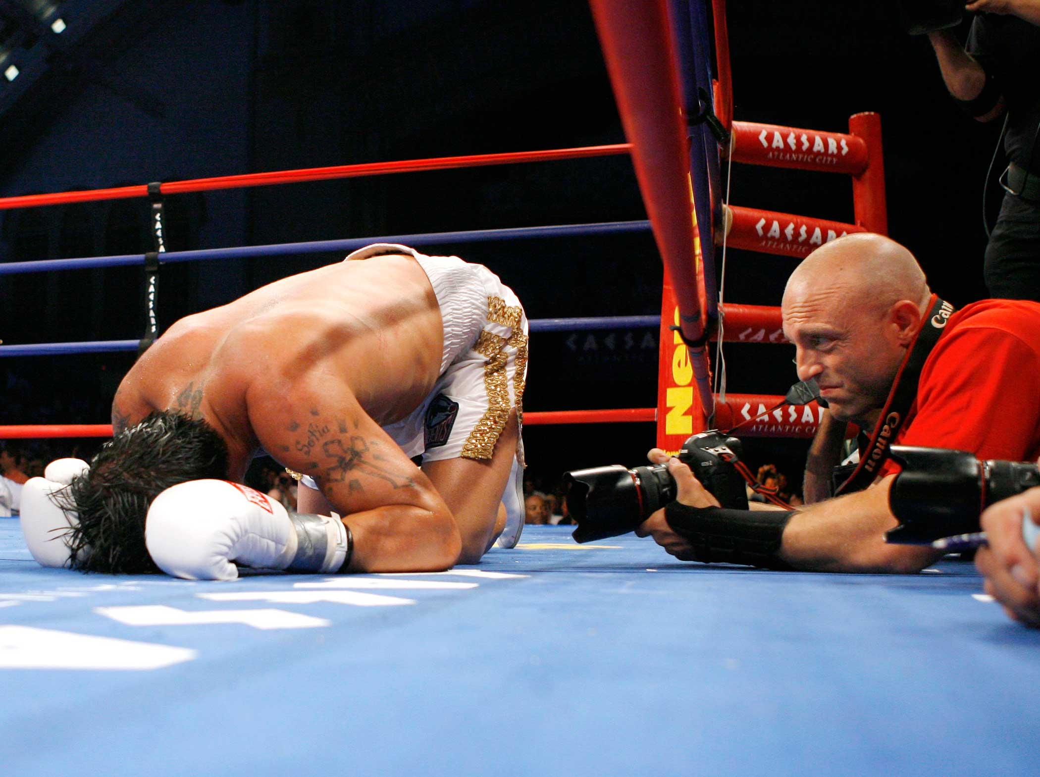 Al watches boxer Arturo Gatti during a match against Alfanso Gomez in Atlantic City, NJ.