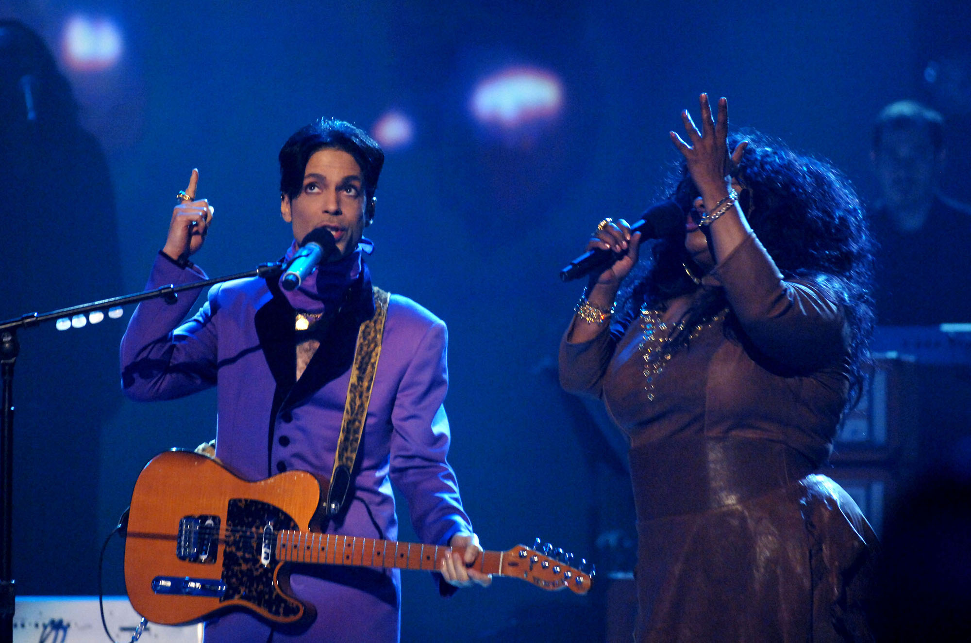 Prince and Chaka Khan perform  I Feel For You  during 6th Annual BET Awards - Show at Shrine Auditorium in Los Angeles, CA, United States. (Photo by M. Caulfield/WireImage)