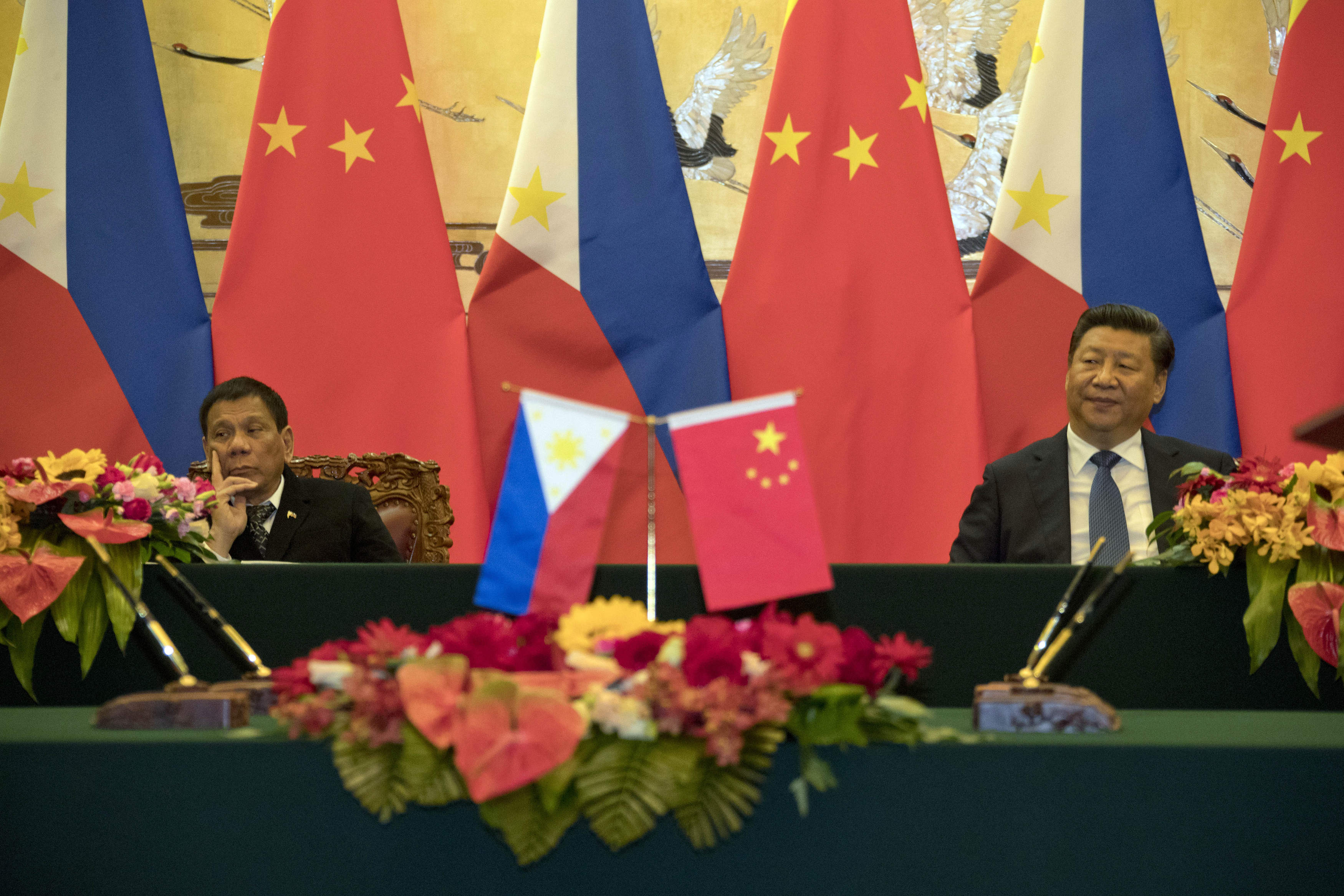 Philippine President Rodrigo Duterte, left and Chinese President Xi Jinping attend a signing ceremony on October 20, 2016 in Beijing, China.