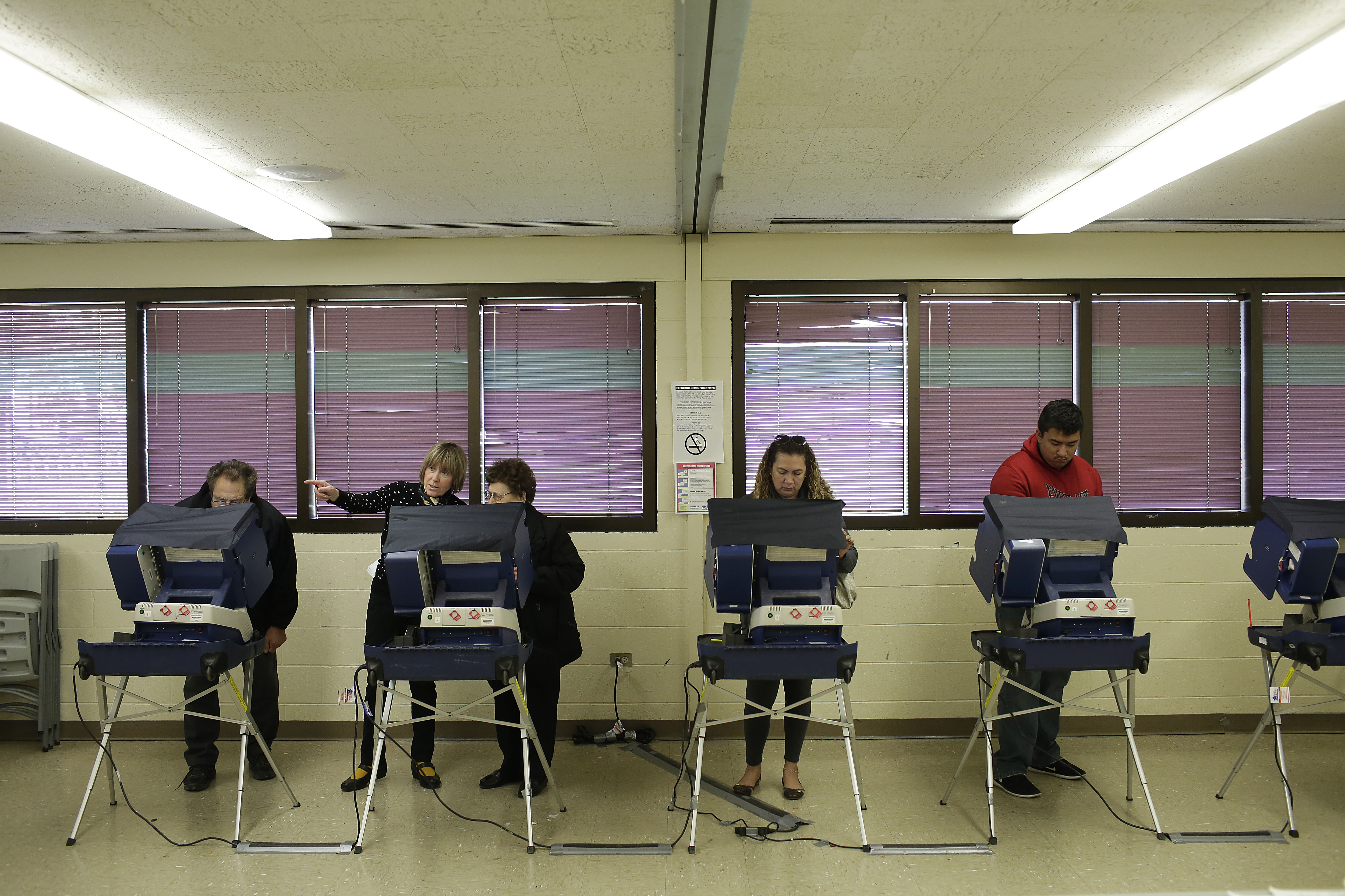 Voters cast their ballot during early voting at a polling station on October 31, 2016 in Chicago, Illinois.JOSHUA LOTT—AFP/Getty Images