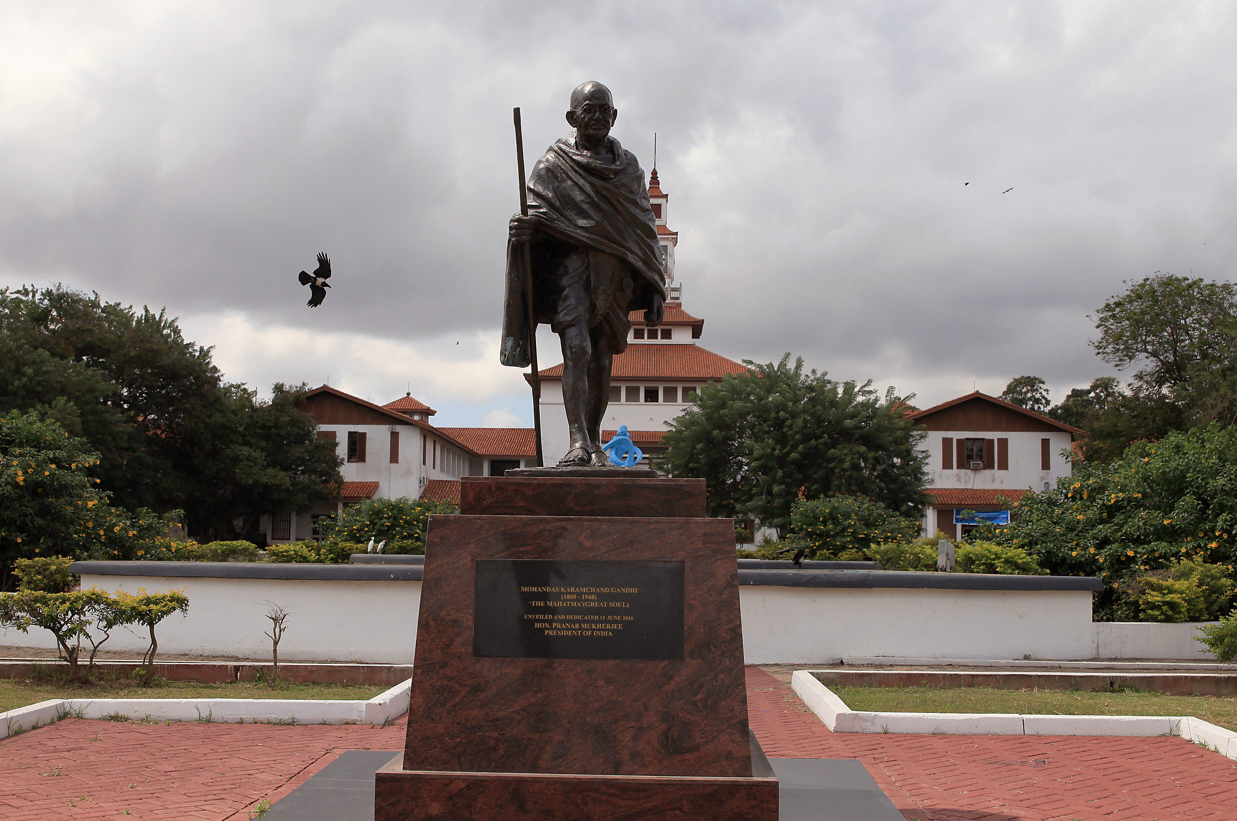 A statue of Indian independence leader Mahatma Gandhi in Accra, Ghana on Sept. 22, 2016. Professors at a university in Ghana's capital are campaigning for the removal of a new statue of Indian independence leader Mahatma Gandhi.