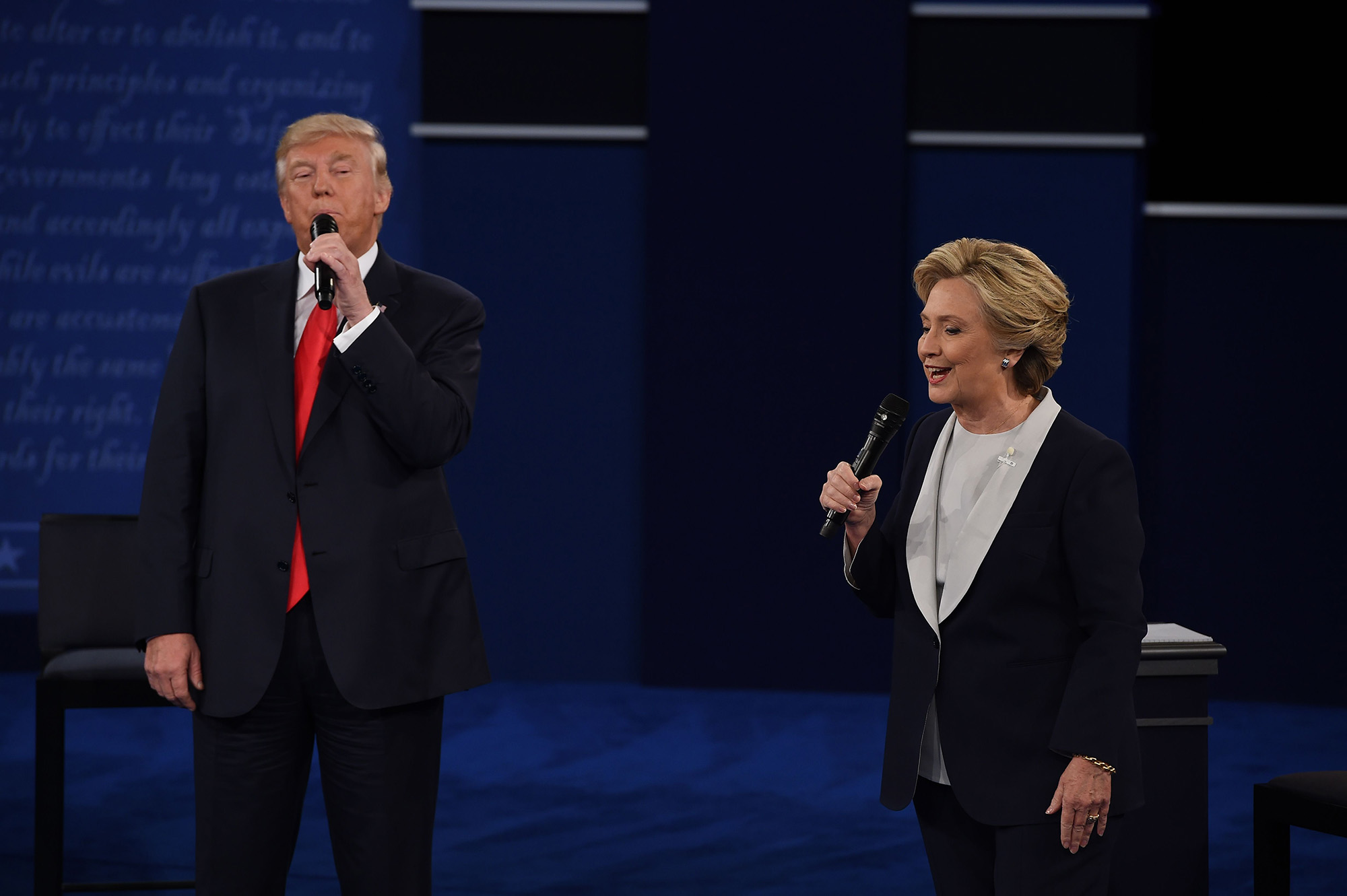 US Democratic presidential candidate Hillary Clinton and US Republican presidential candidate Donald Trump debate during the second presidential debate at Washington University in St. Louis, Missouri, on October 9, 2016. / AFP / Robyn Beck        (Photo credit should read ROBYN BECK/AFP/Getty Images)