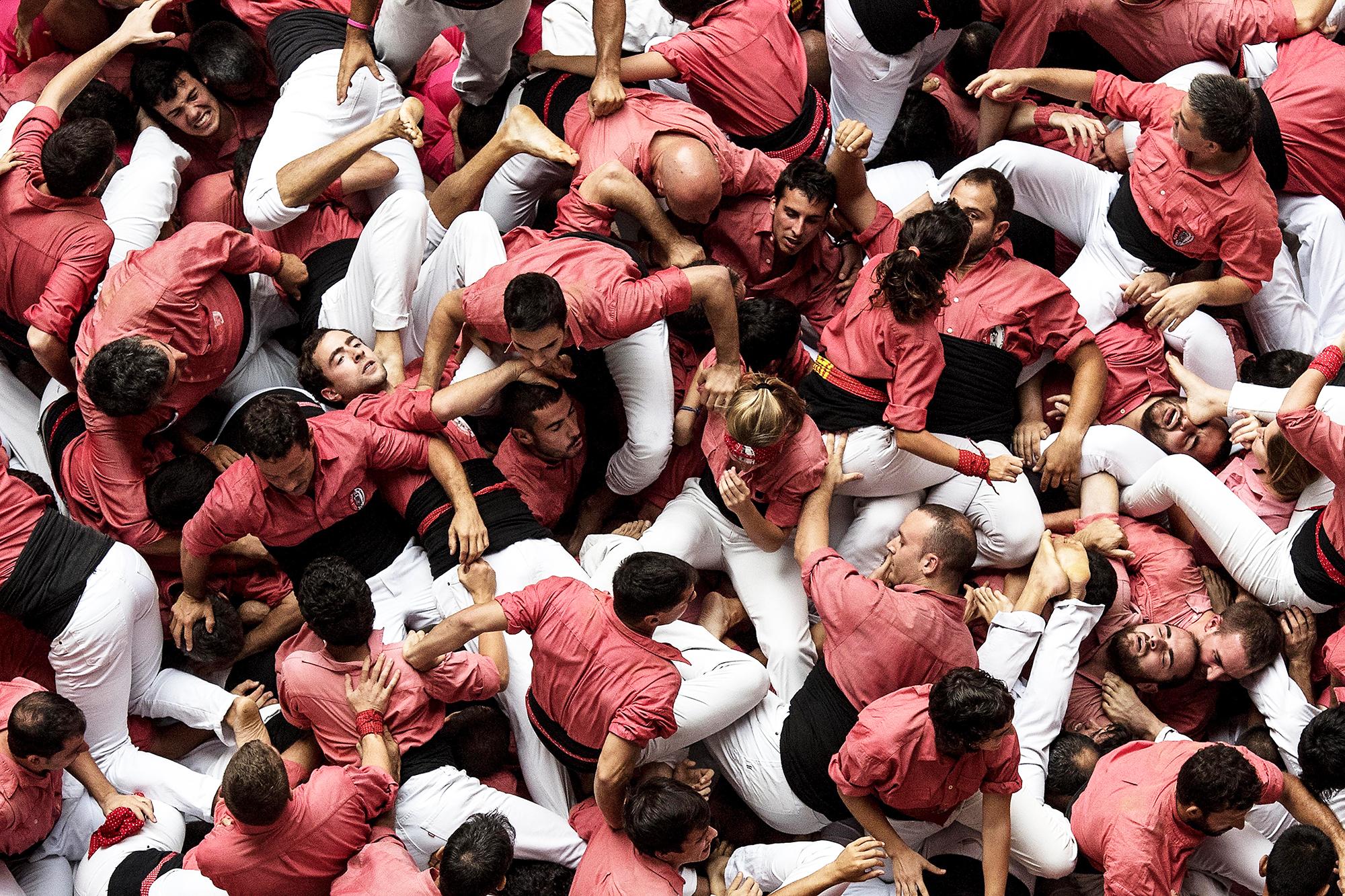Members of  Vella de Valls  fall down in Tarragona, Spain, on Oct. 2, 2016.