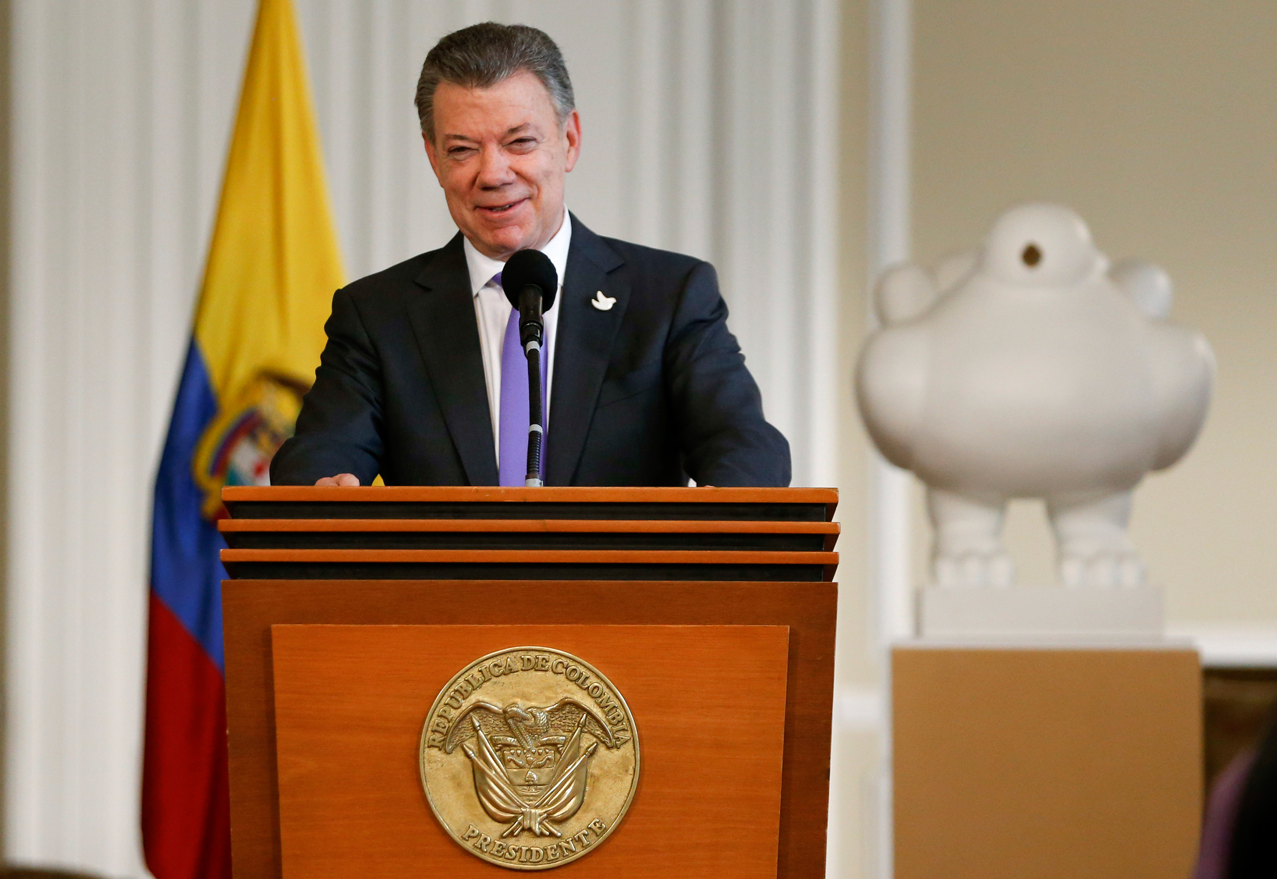 Colombia's President Juan Manuel Santos speaks to supporters of the peace deal he signed with rebels of the Revolutionary Armed Forces of Colombia, FARC, at the presidential palace in Bogota on Oct. 7, 2016.